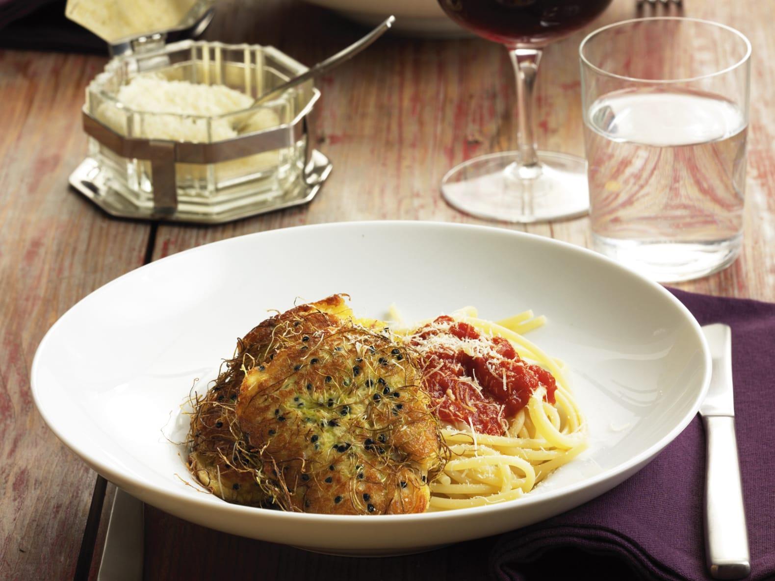 Piccata mit Sprossen zu Tomaten-Spaghetti