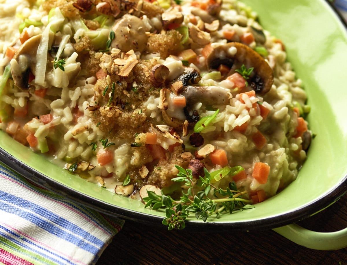 Pilz-Gemüse-Risotto mit Kräuter-Brösmeli