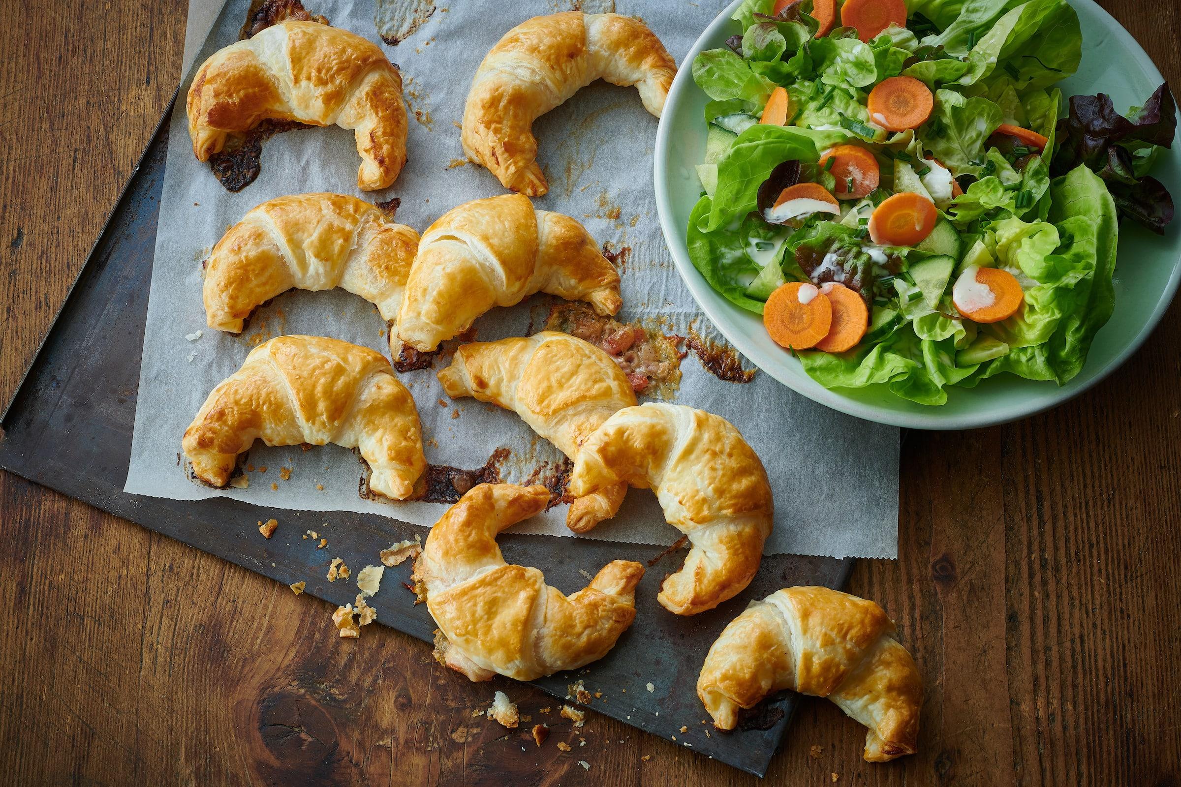 Croissants-pizza et salade