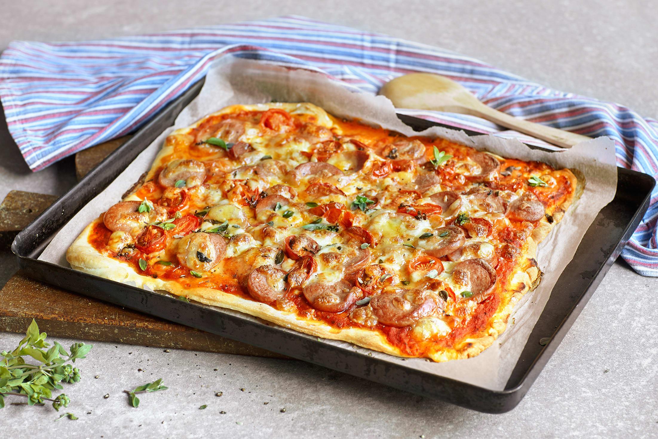 Pizza mit Cervelats