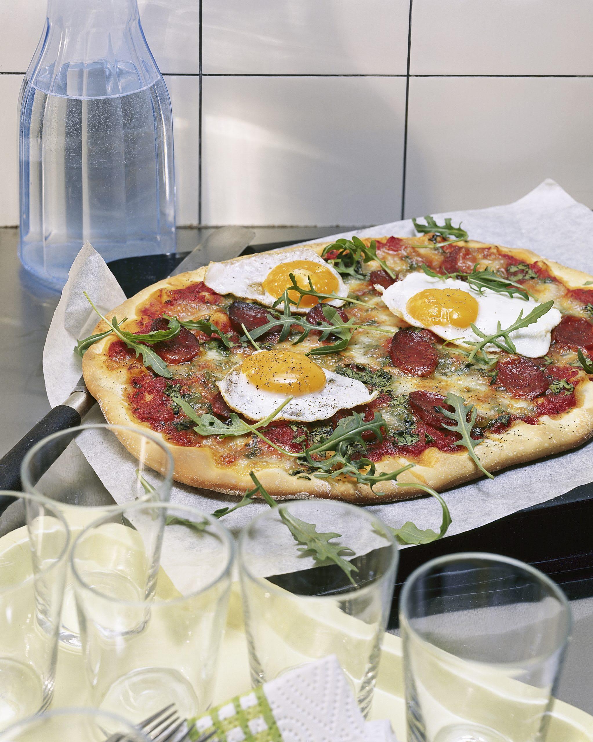 Pizza à la saucisse au paprika et à l'oeuf