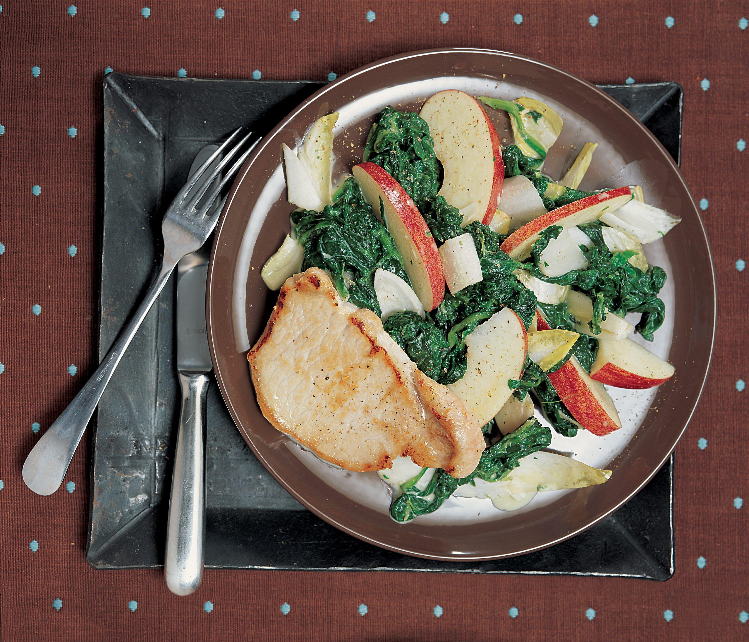 Escalopes de porc sur lit de légumes aux pommes