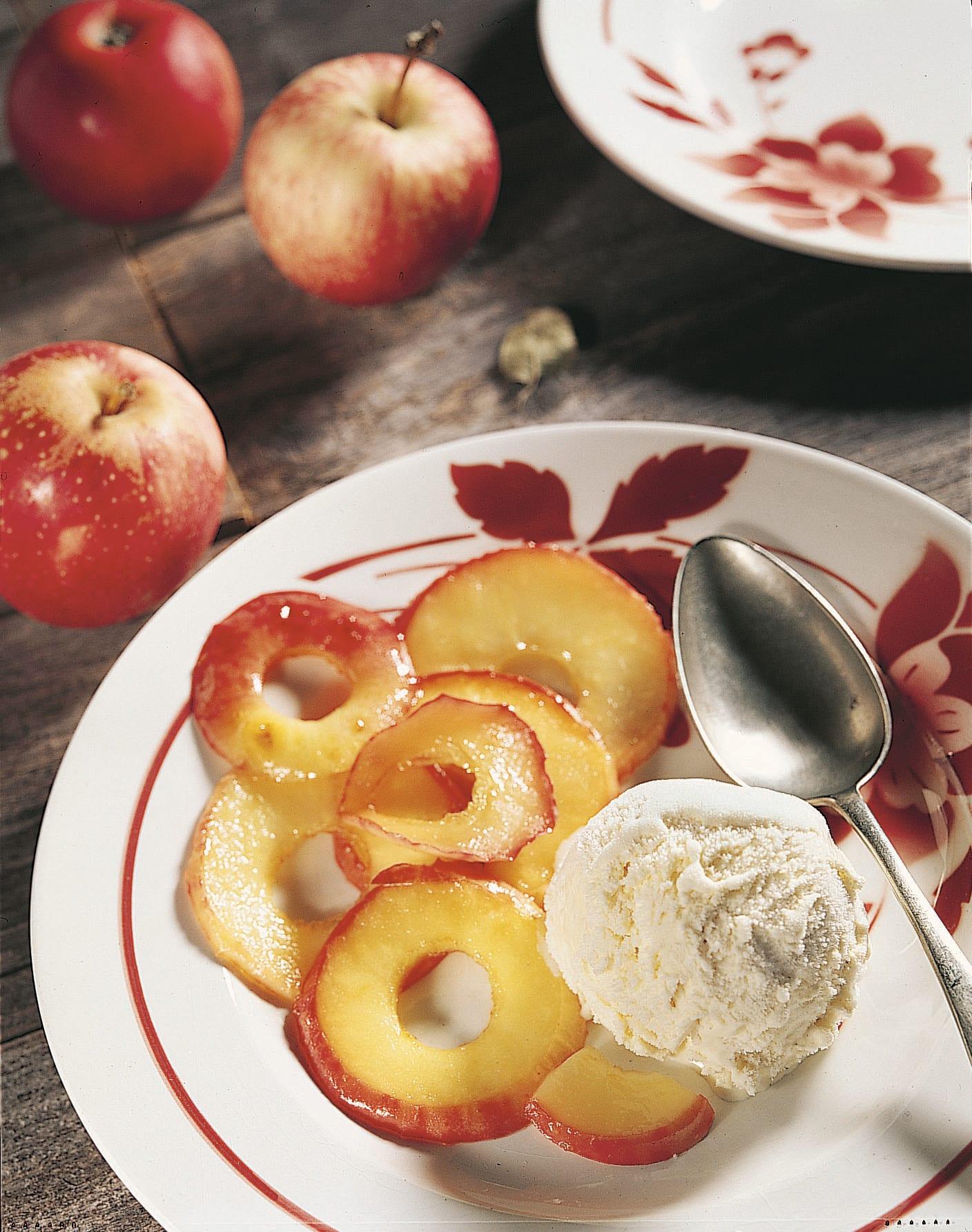 Pommes flambées au calvados
