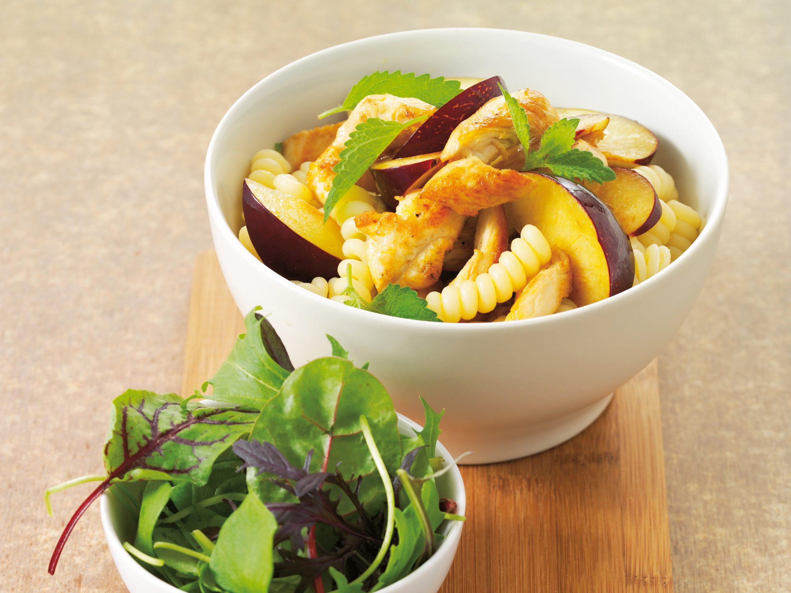 Salade de pâtes au poulet et aux prunes