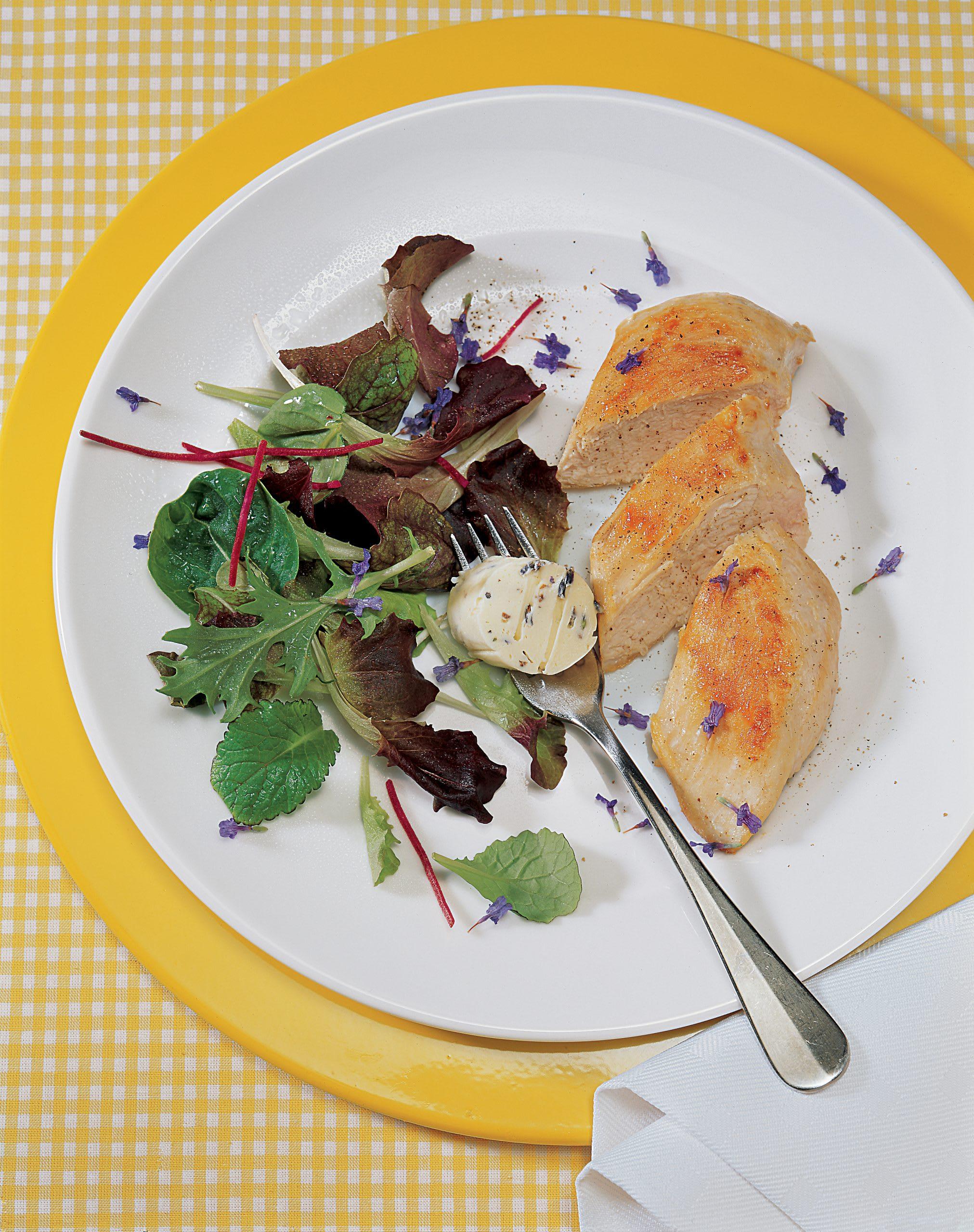 Pouletbrüstchen mit Lavendelbutter