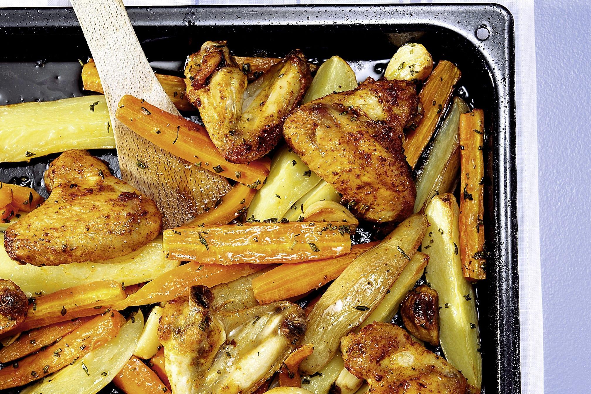Ailes de poulet au four, potatoes et carottes