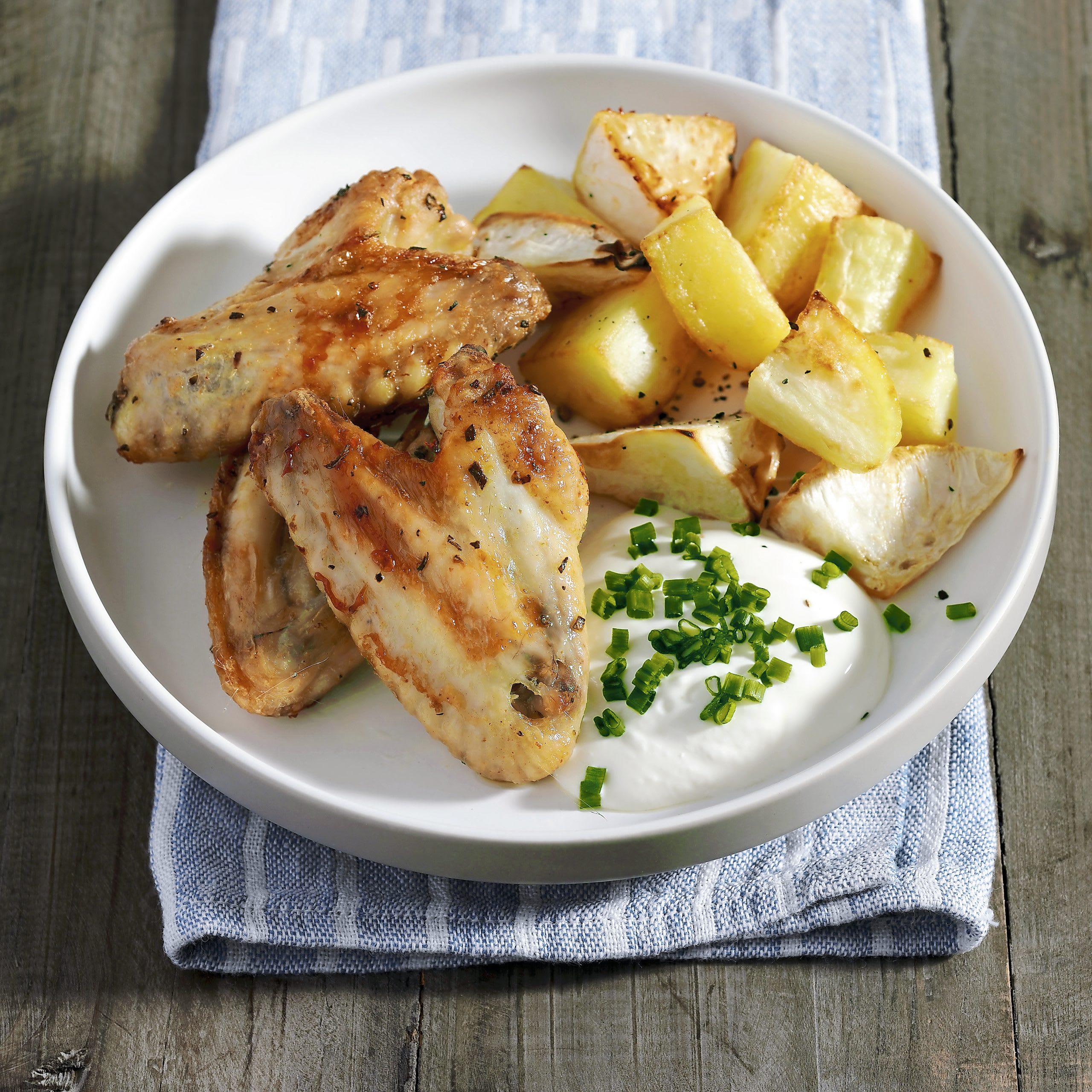 Ailes de poulet, pommes de terre et céleri