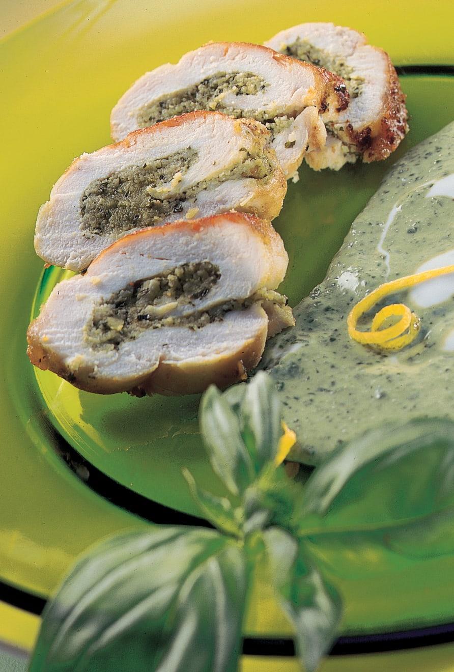 Paupiettes de poulet aux amandes et citron, sauce au basilic