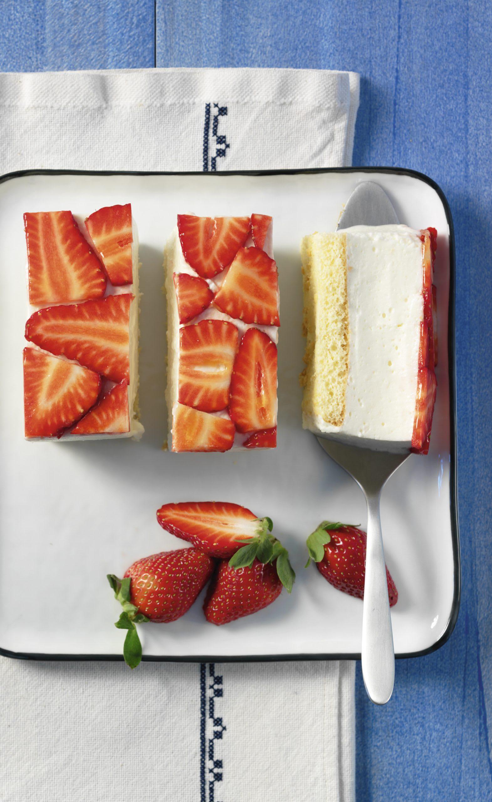 Quarkmousse-Schnitten mit Erdbeeren