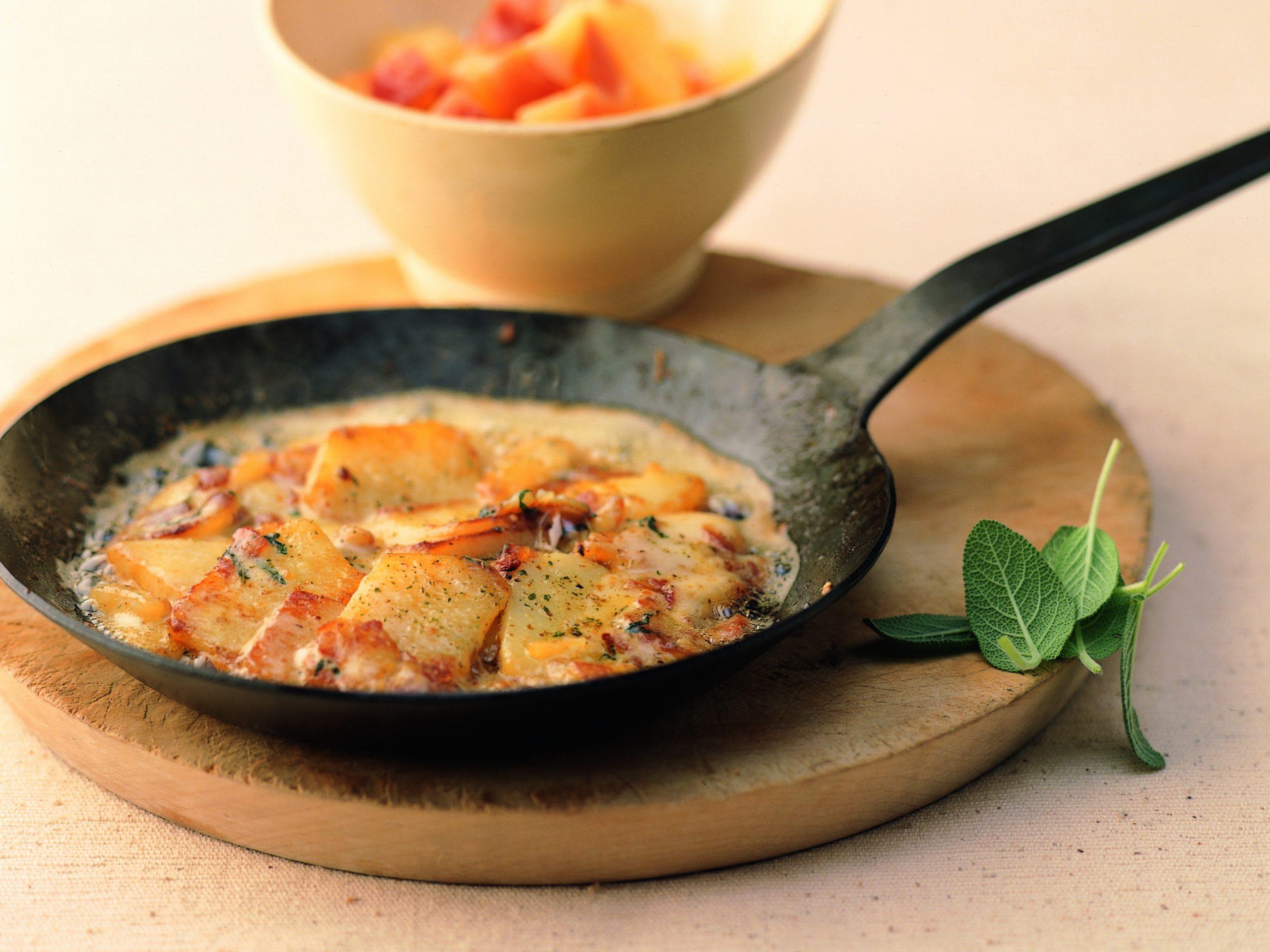 Poêlée de pommes de terre au fromage à raclette