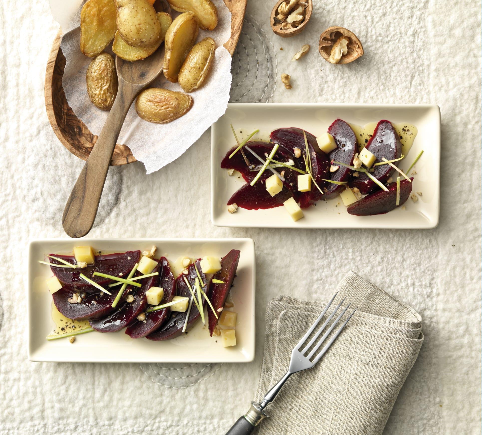 Méli-mélo de fromage et de betteraves vinaigrette au poireau