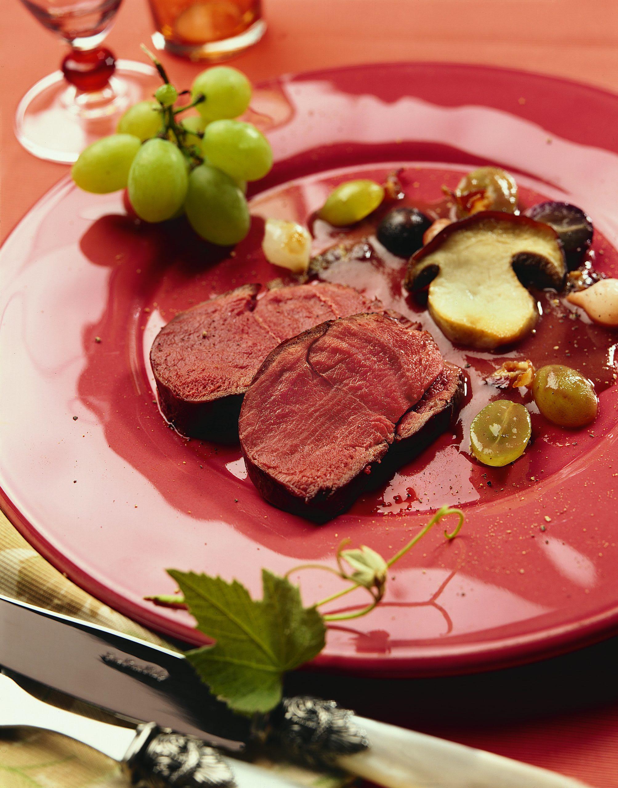 Rehnüsschen an Traubensauce