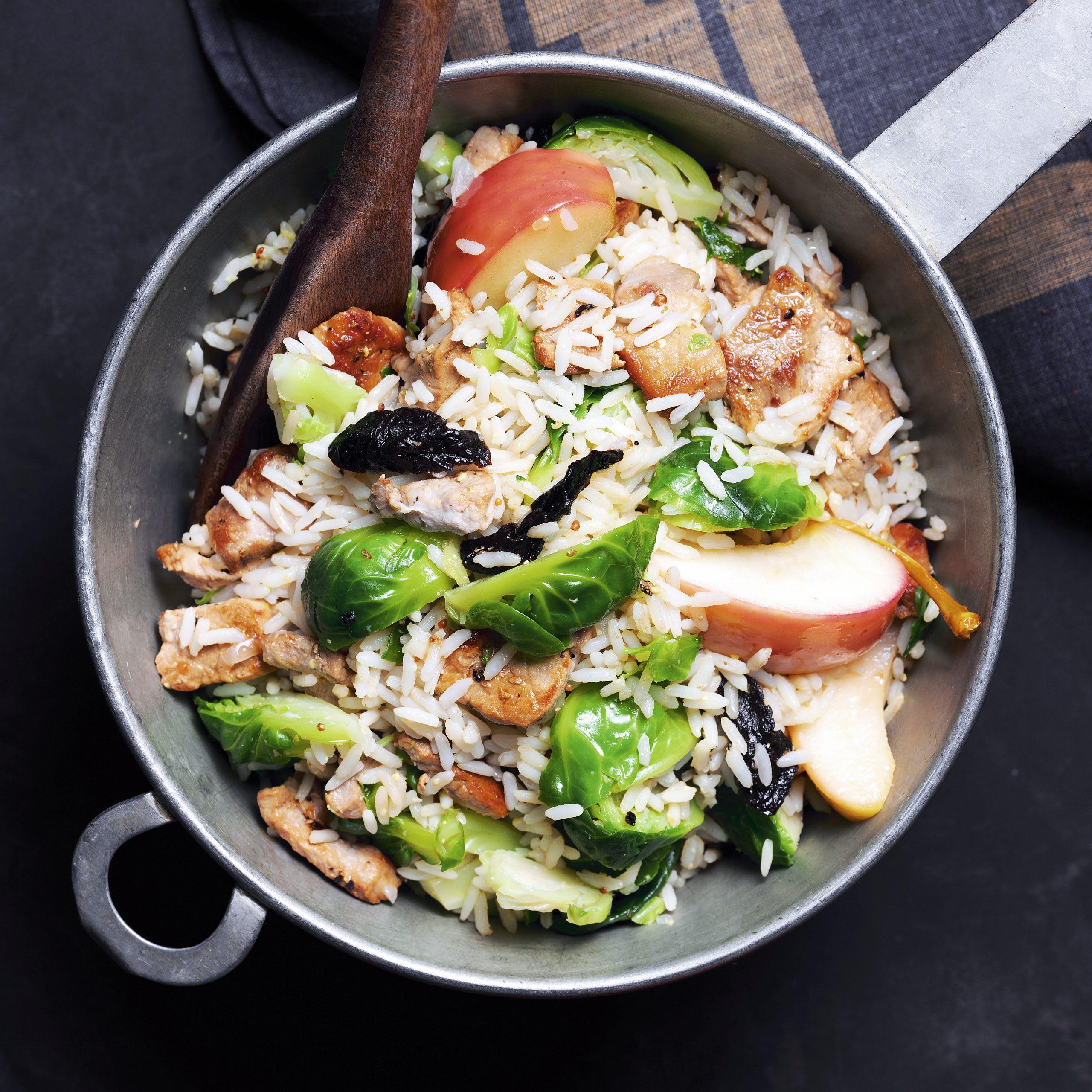 Reispfanne mit Geschnetzeltem und Rosenkohl
