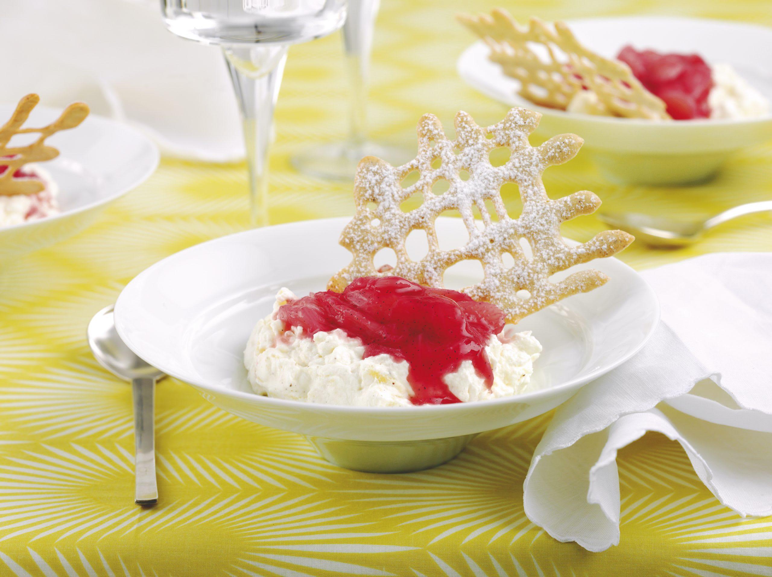 Rhabarber-Apfel-Crème mit Knusper-Gitter
