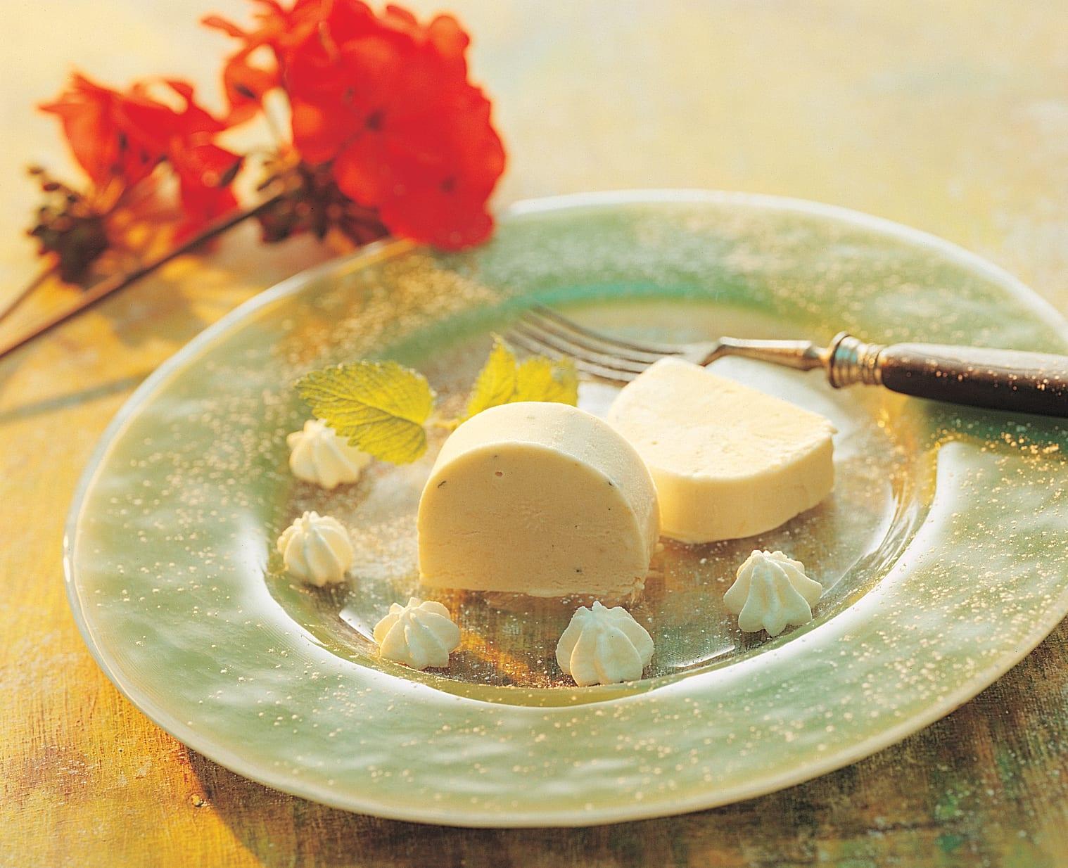 Rhabarber-Parfait mit Zitronenmelisse