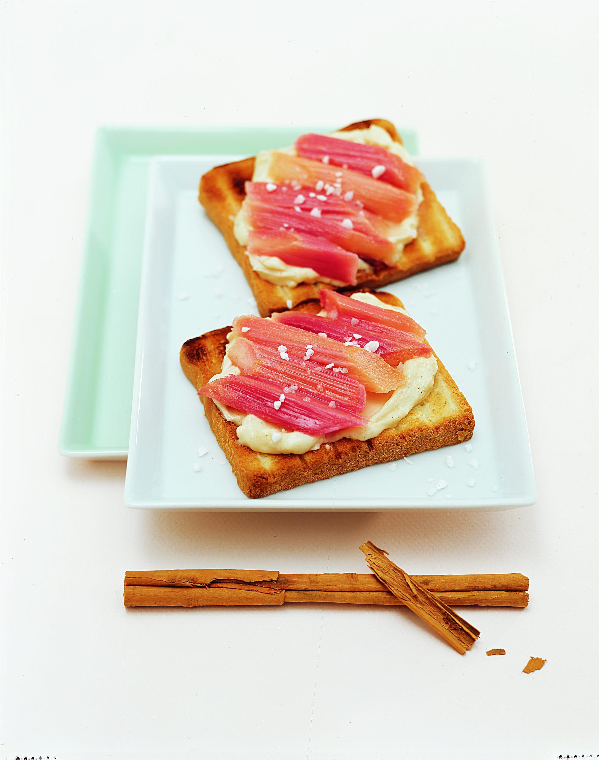 Toasts à la rhubarbe