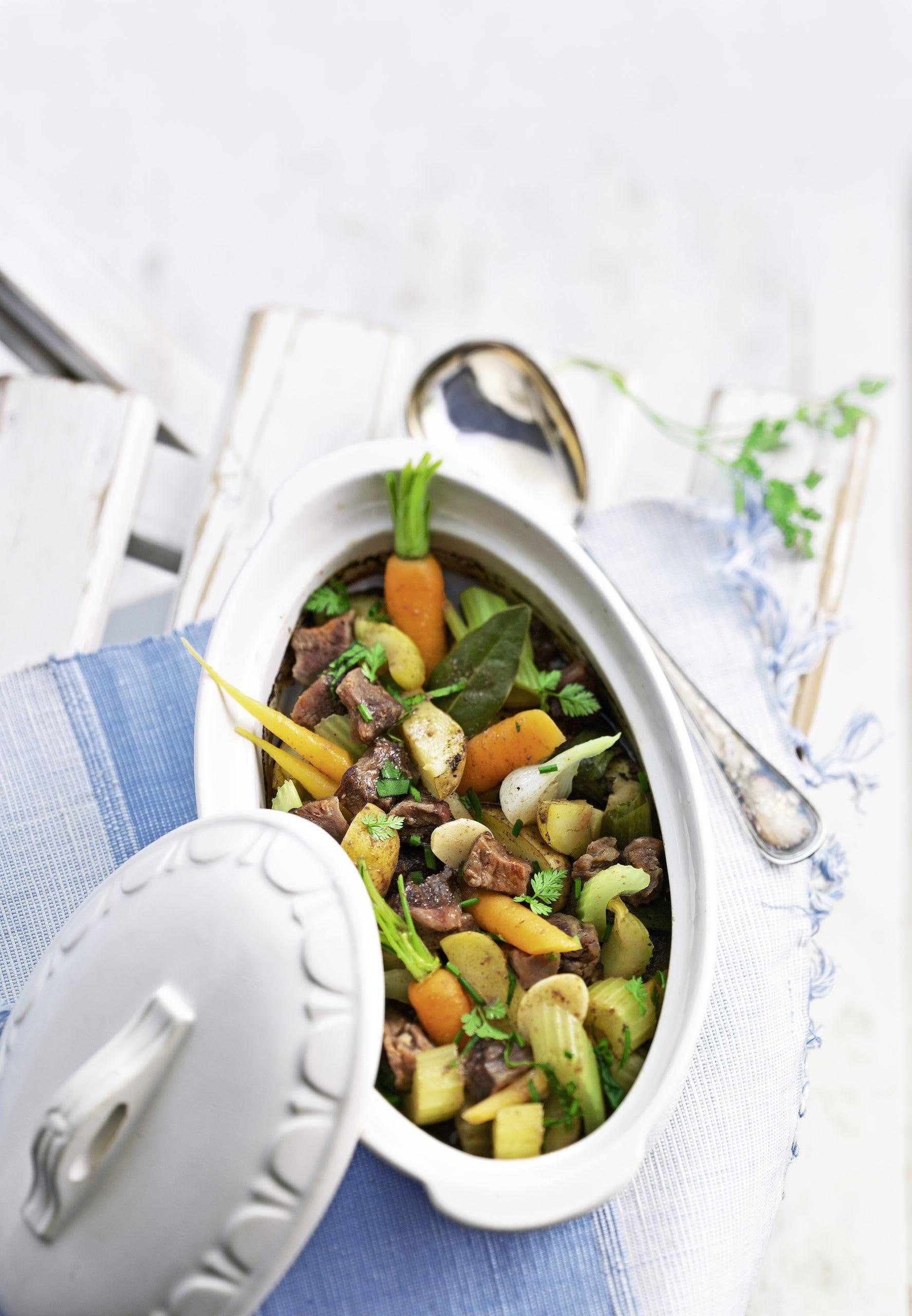 Rindfleisch-Gemüse-Gulasch aus dem Ofen