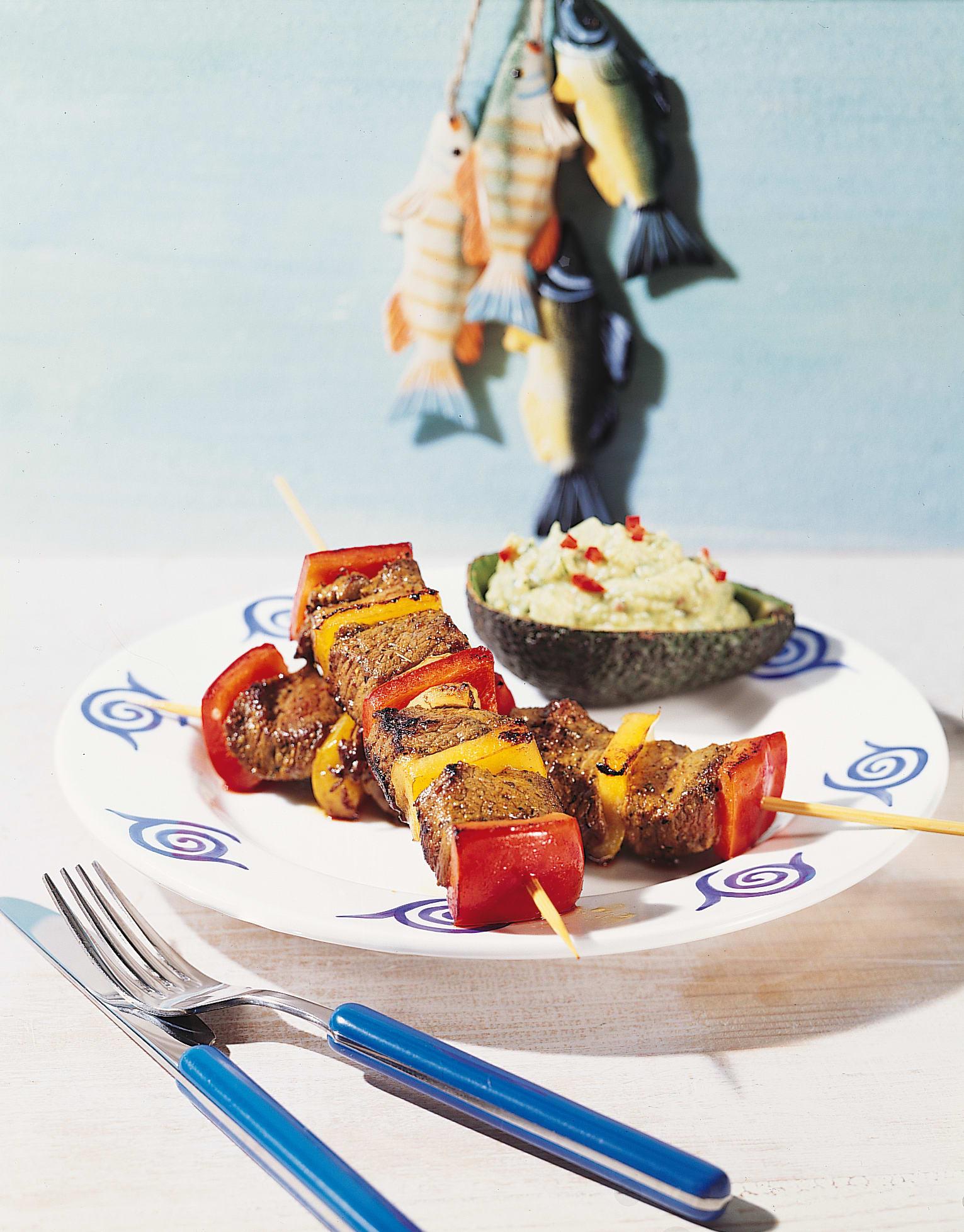 Rindfleischspiess mit Avocado-Sauce (Espetada)