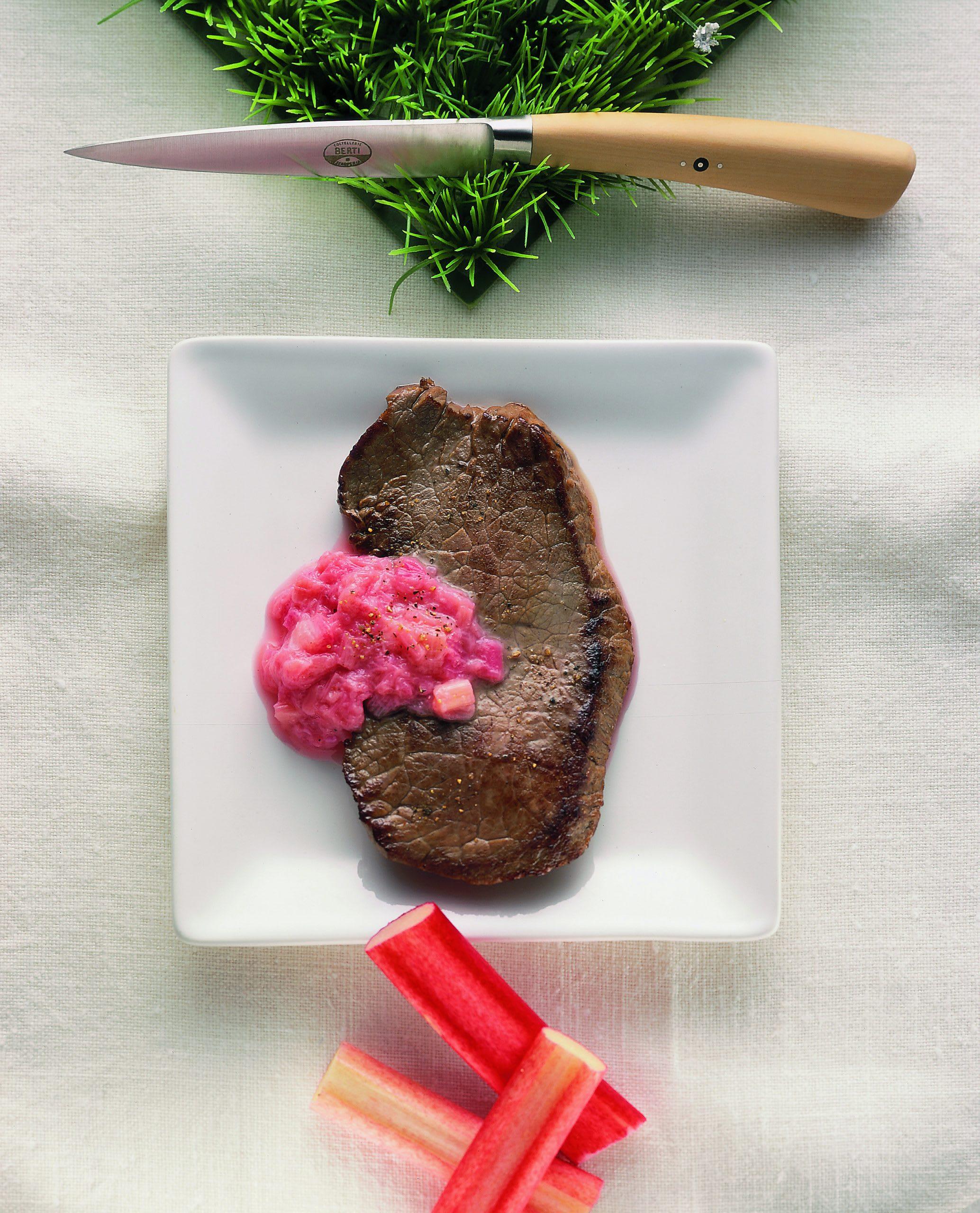 Rindsplätzli mit Rhabarber-Knoblauch-Sauce
