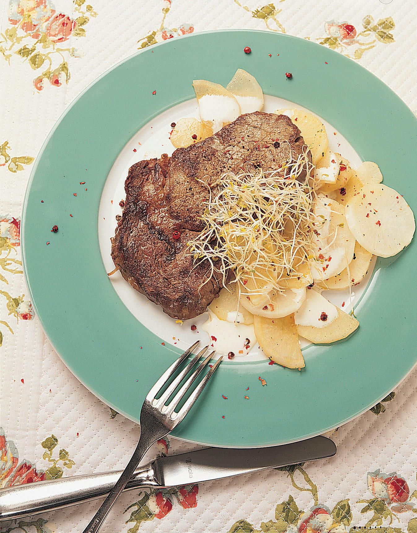 Steaks de boeuf et radis à la crème
