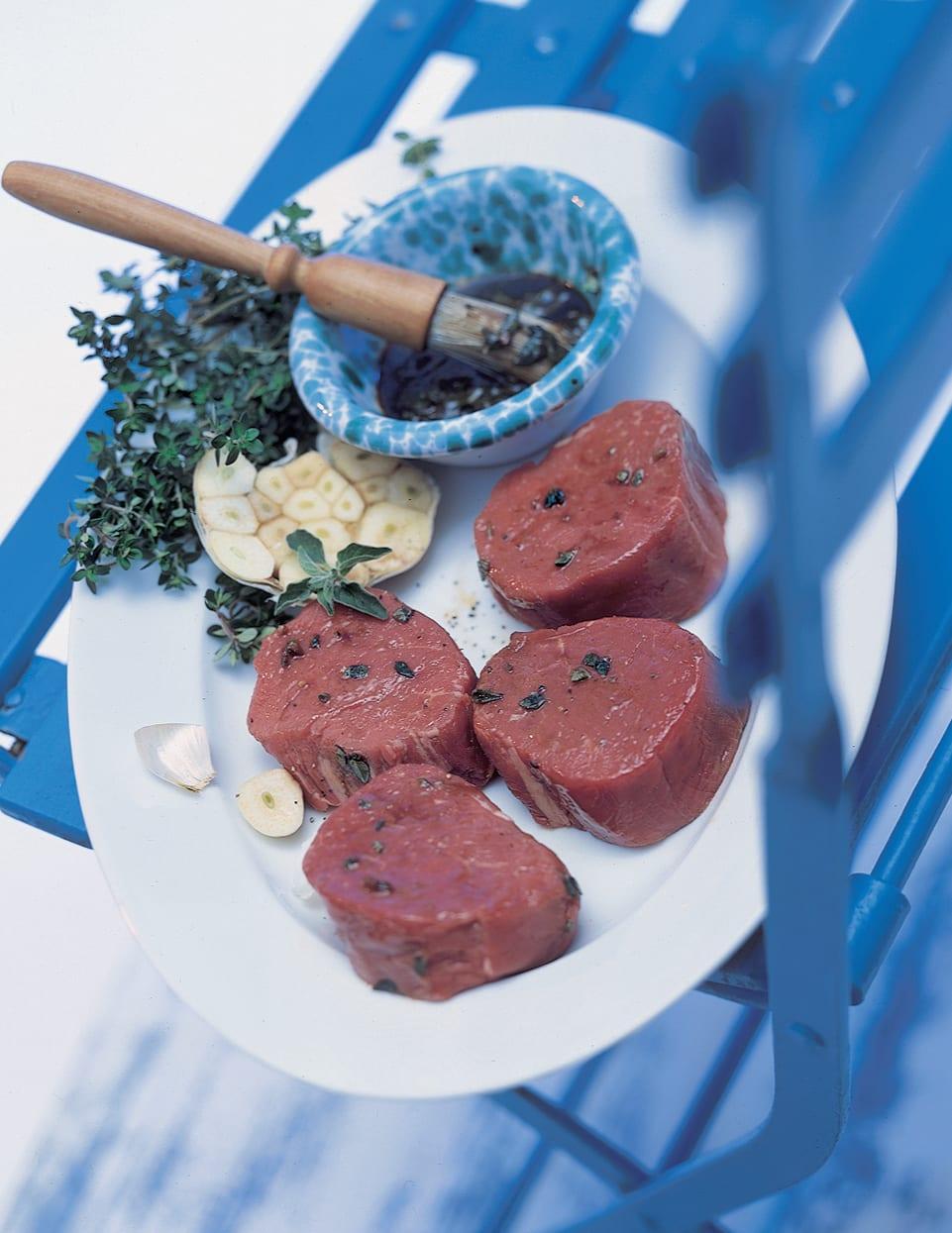 Steaks de boeuf marinés au vinaigre balsamique pour le barbecue