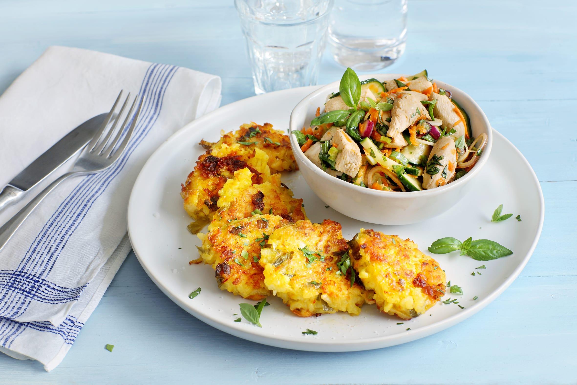 Galettes de risotto et salade de poulet