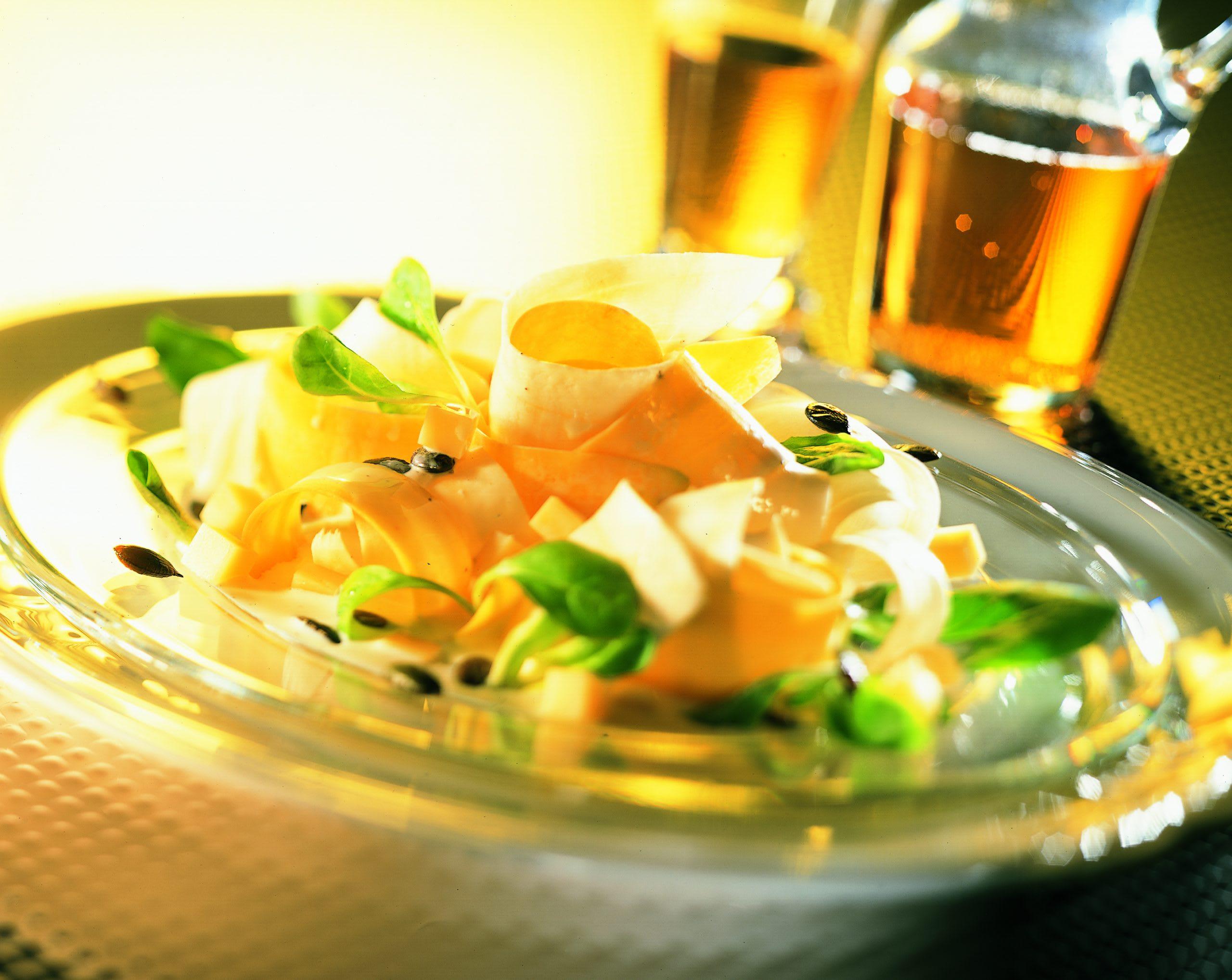 Roher Pastinaken-Salat mit Emmentaler