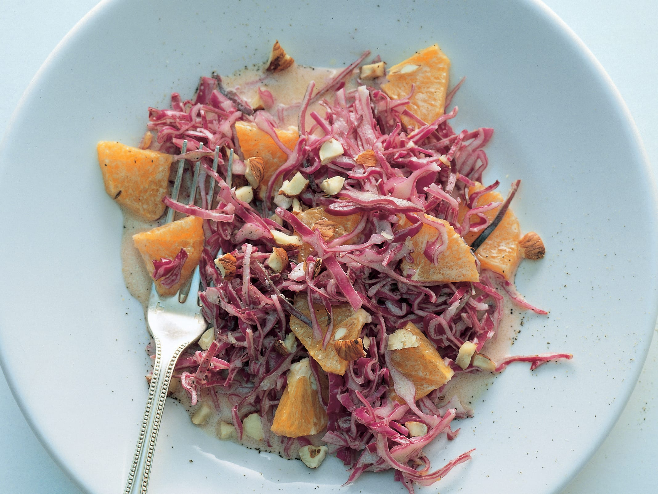 Rotkrautsalat mit Orangen und Haselnüssen