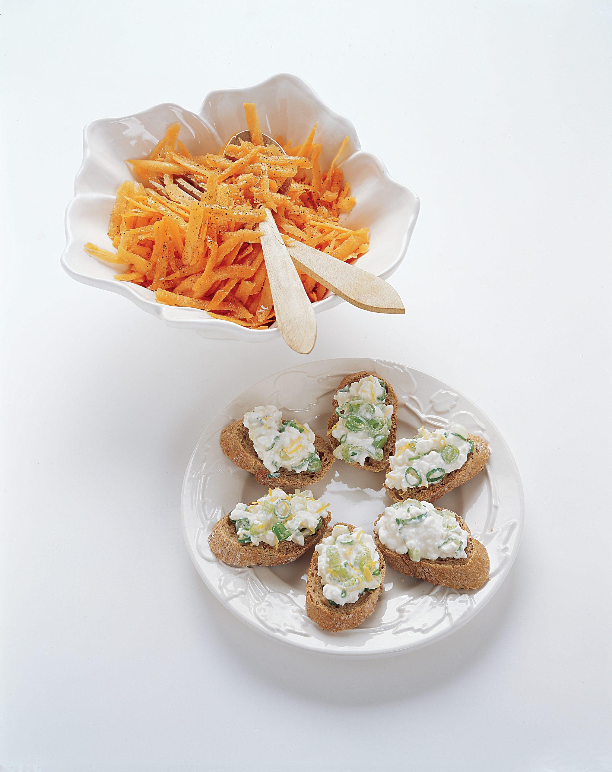 Rüebli-Ingwer-Salat mit Hüttenkäse-Crostini