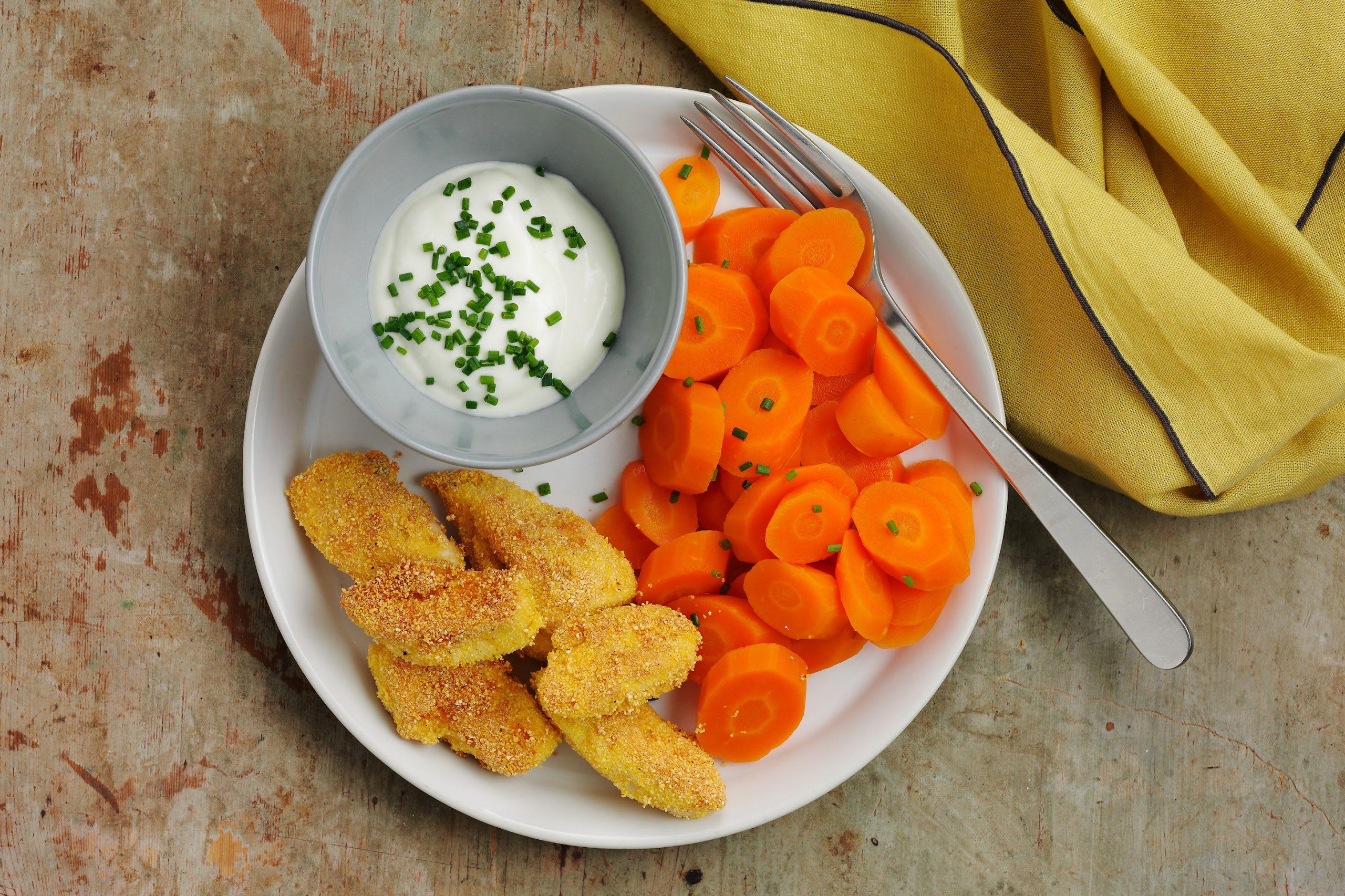Rüebli mit Chicken-Nuggets und Kräuterquark (Low Carb)