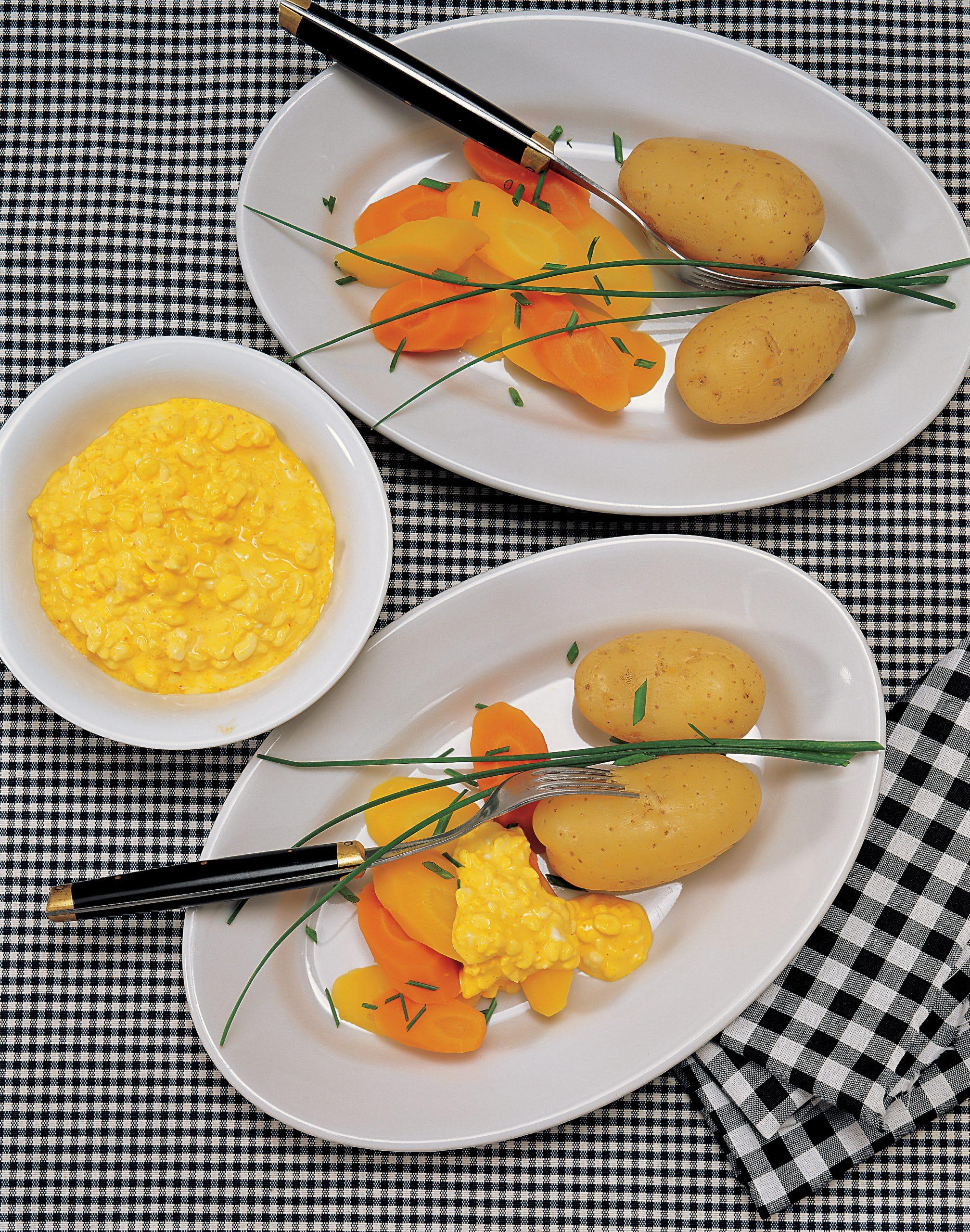Carottes et pommes de terre en robe des champs sauce safranée au cottage cheese
