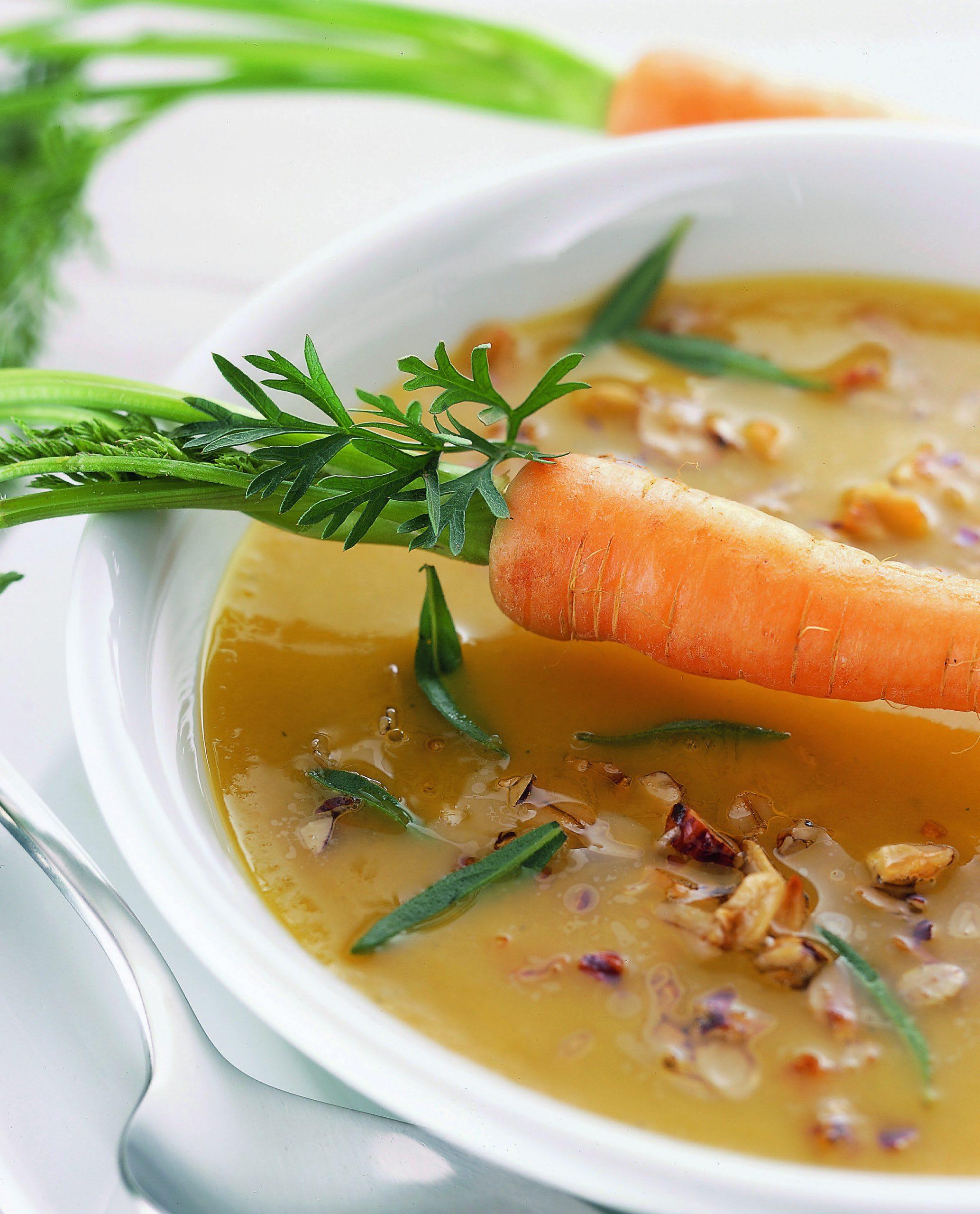 Soupe aux carottes garnie
