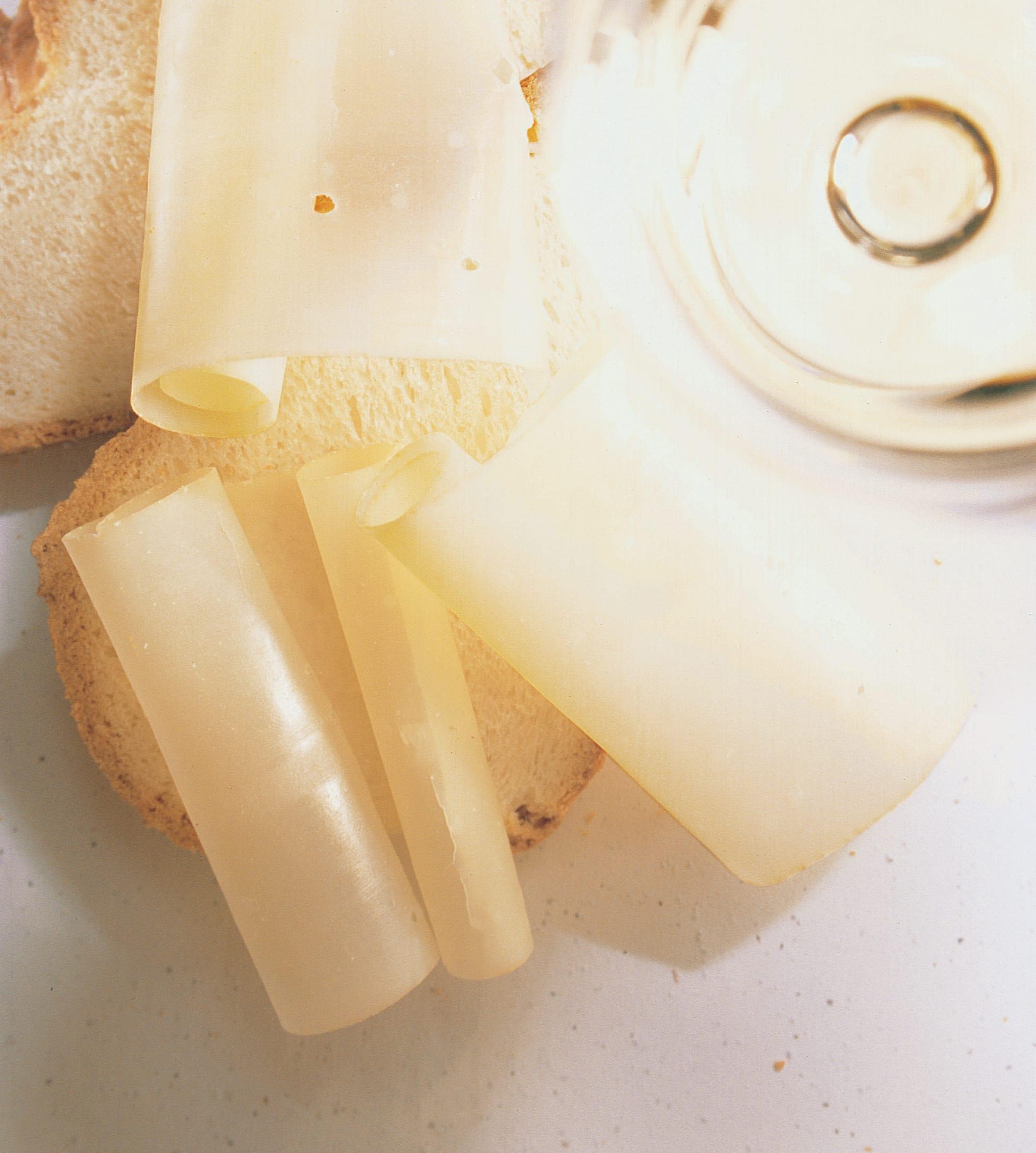 Saaner Hobelkäse mit Zopf und Weisswein