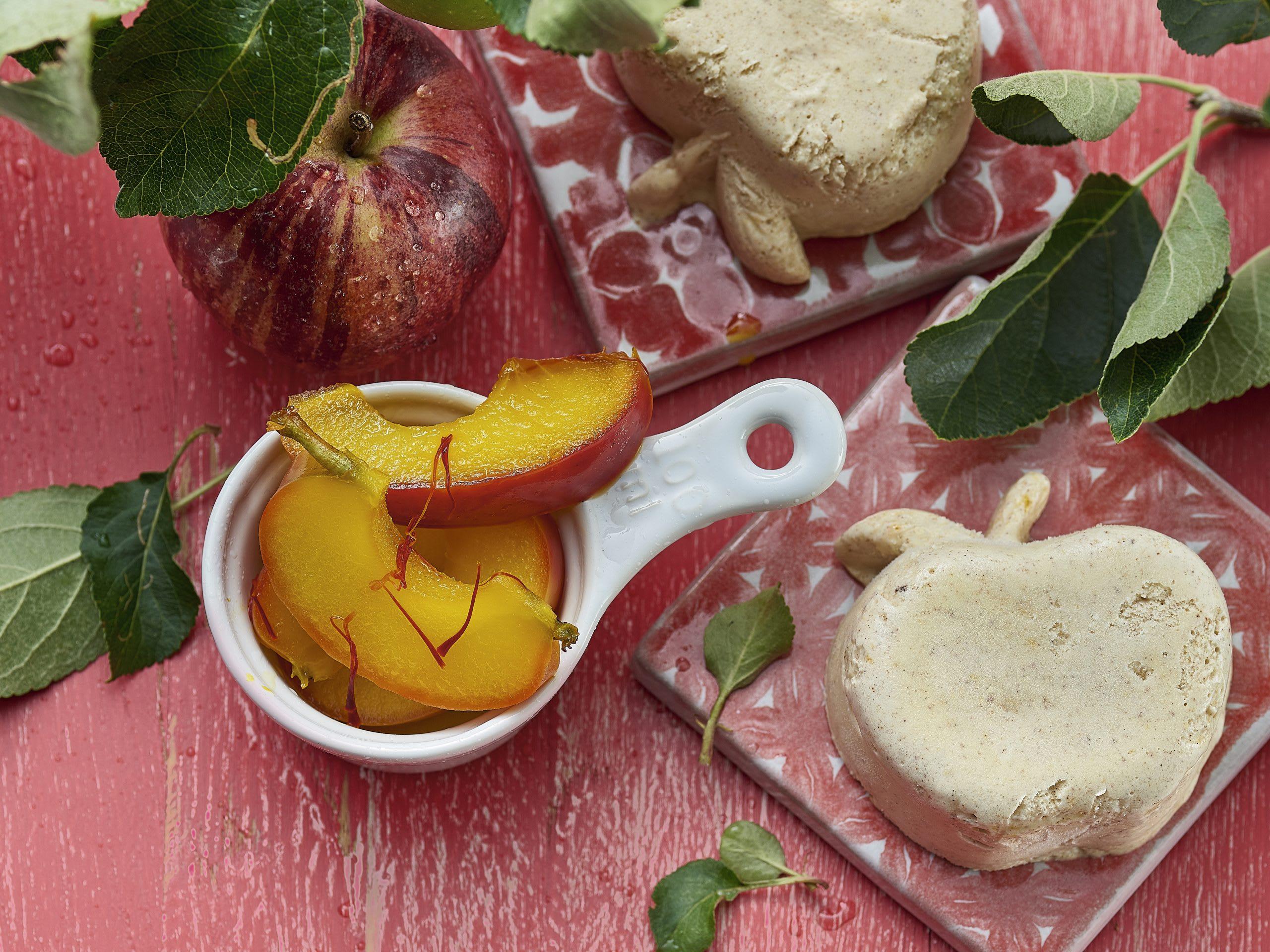 Compote pomme-safran et glace