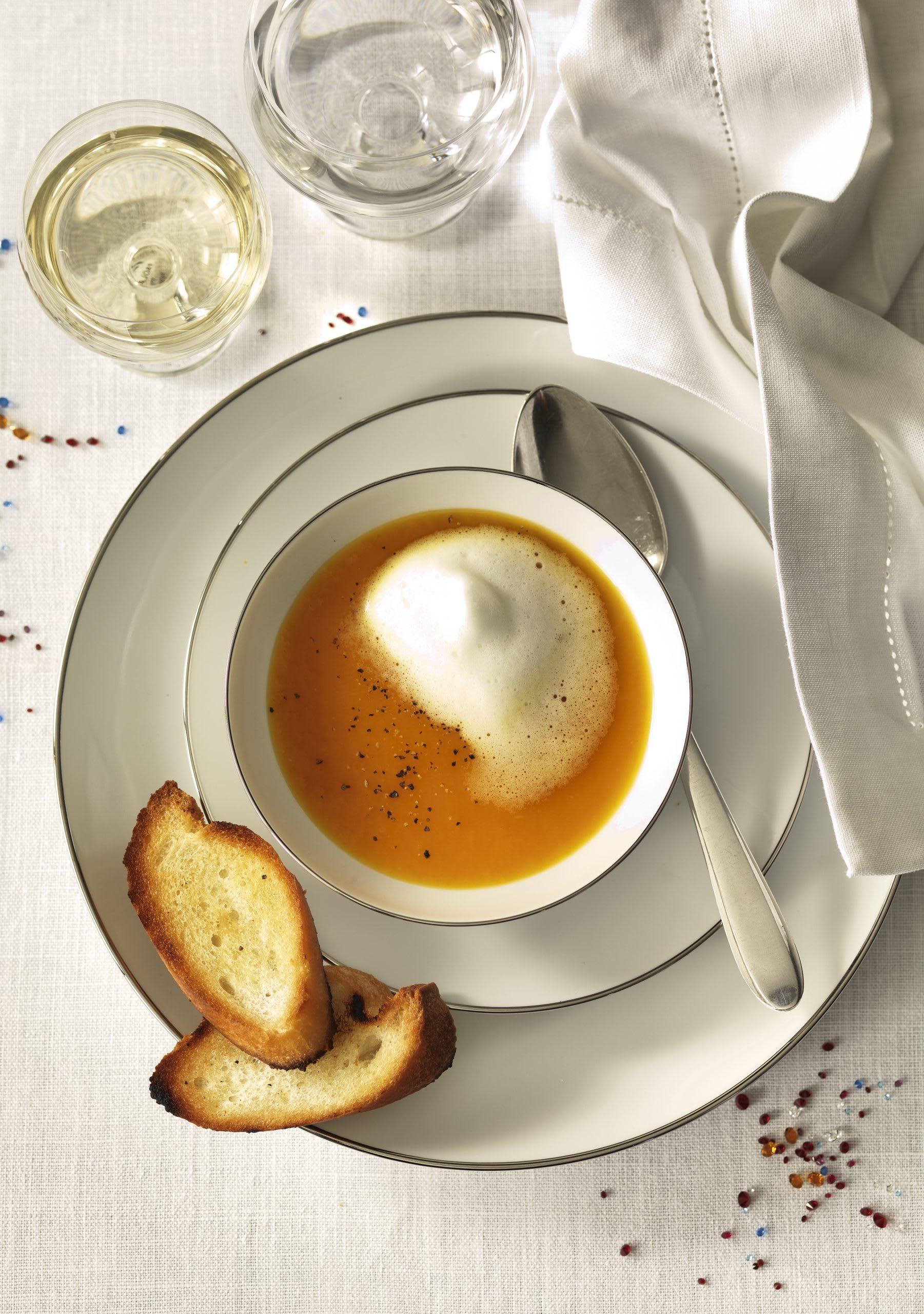 Soupe de carottes au safran et mousse de lait