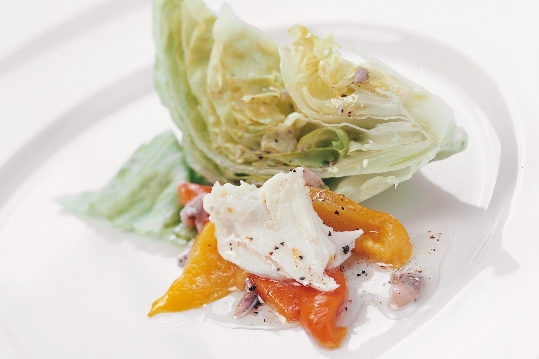 Salade garnie de poivrons et de mozzarella