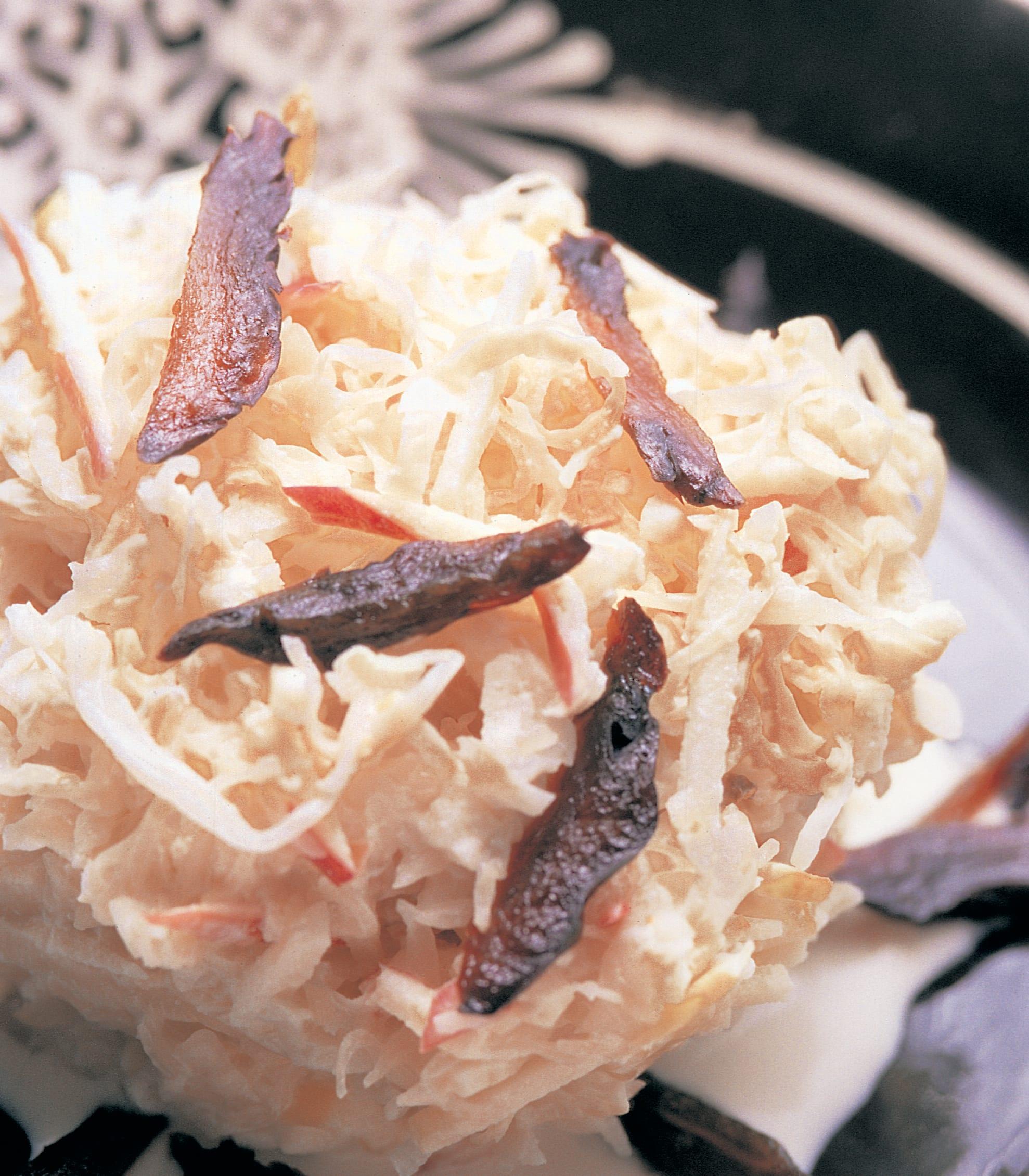 Sauerkraut-Apfelsalat an Ingwer-Rahmsauce