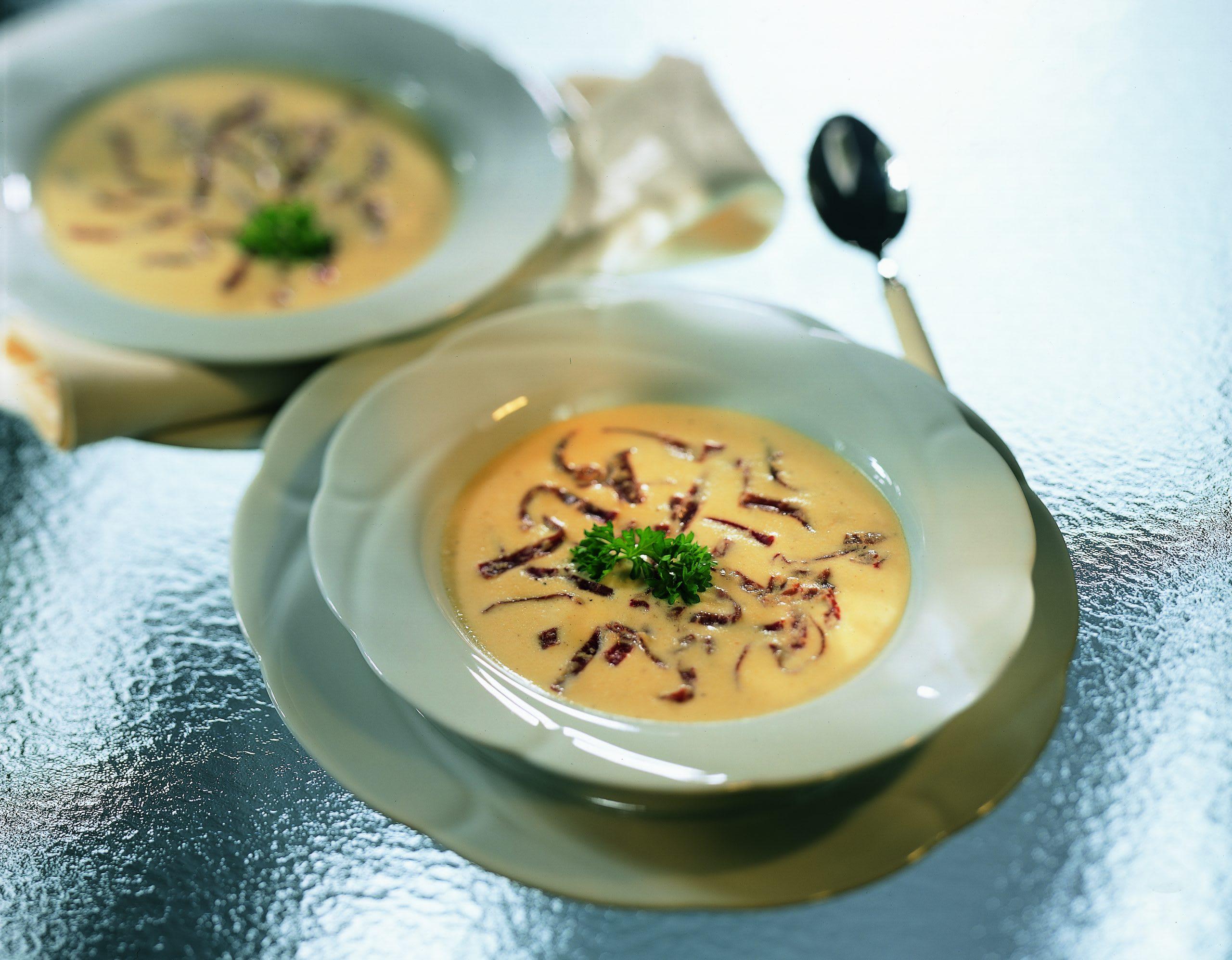 Sauerkrautrahmsuppe mit mariniertem Trockenfleisch