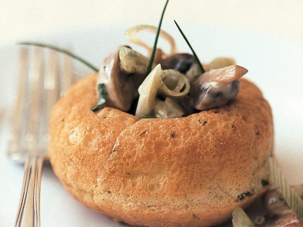 Savarins mit Pilz-Zwiebel-Füllung