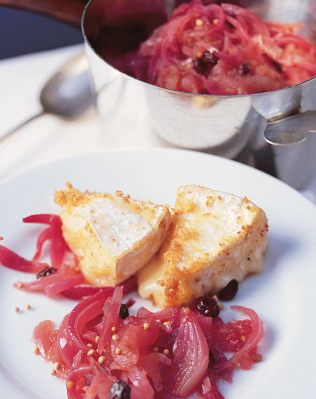 Schalotten-Apfelconfit mit Camembert-Ecken