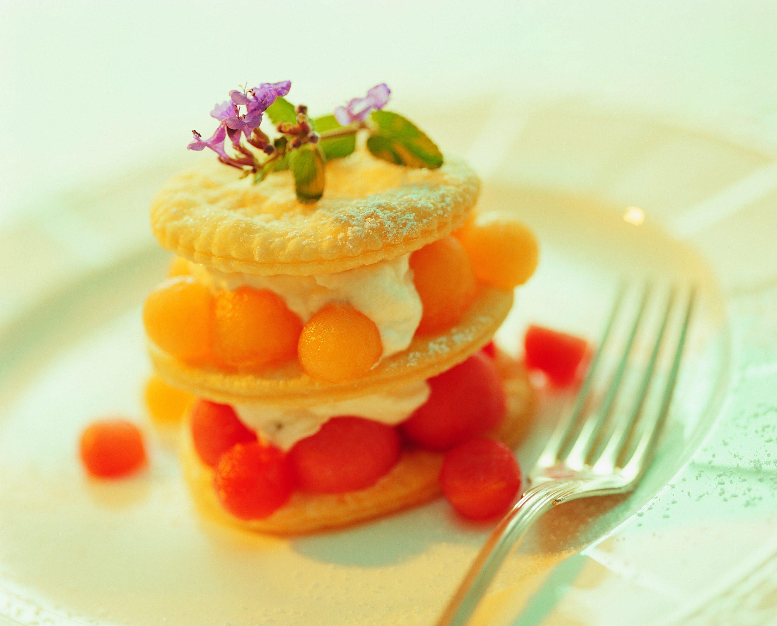 Schichttörtchen mit Minzrahm und Melone