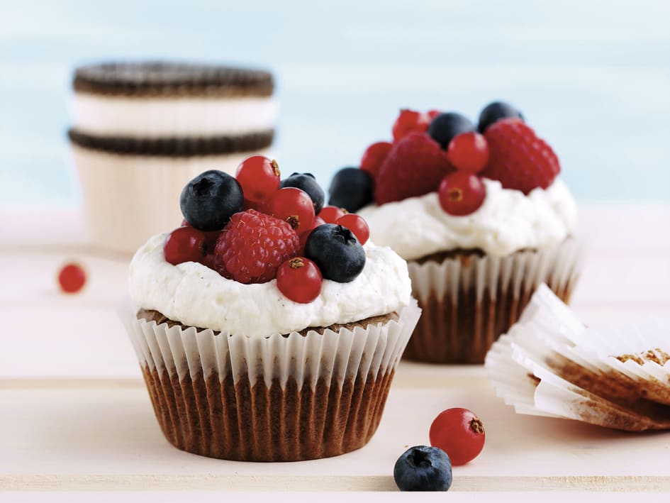 Muffins au chocolat et topping crème-fruits rouges