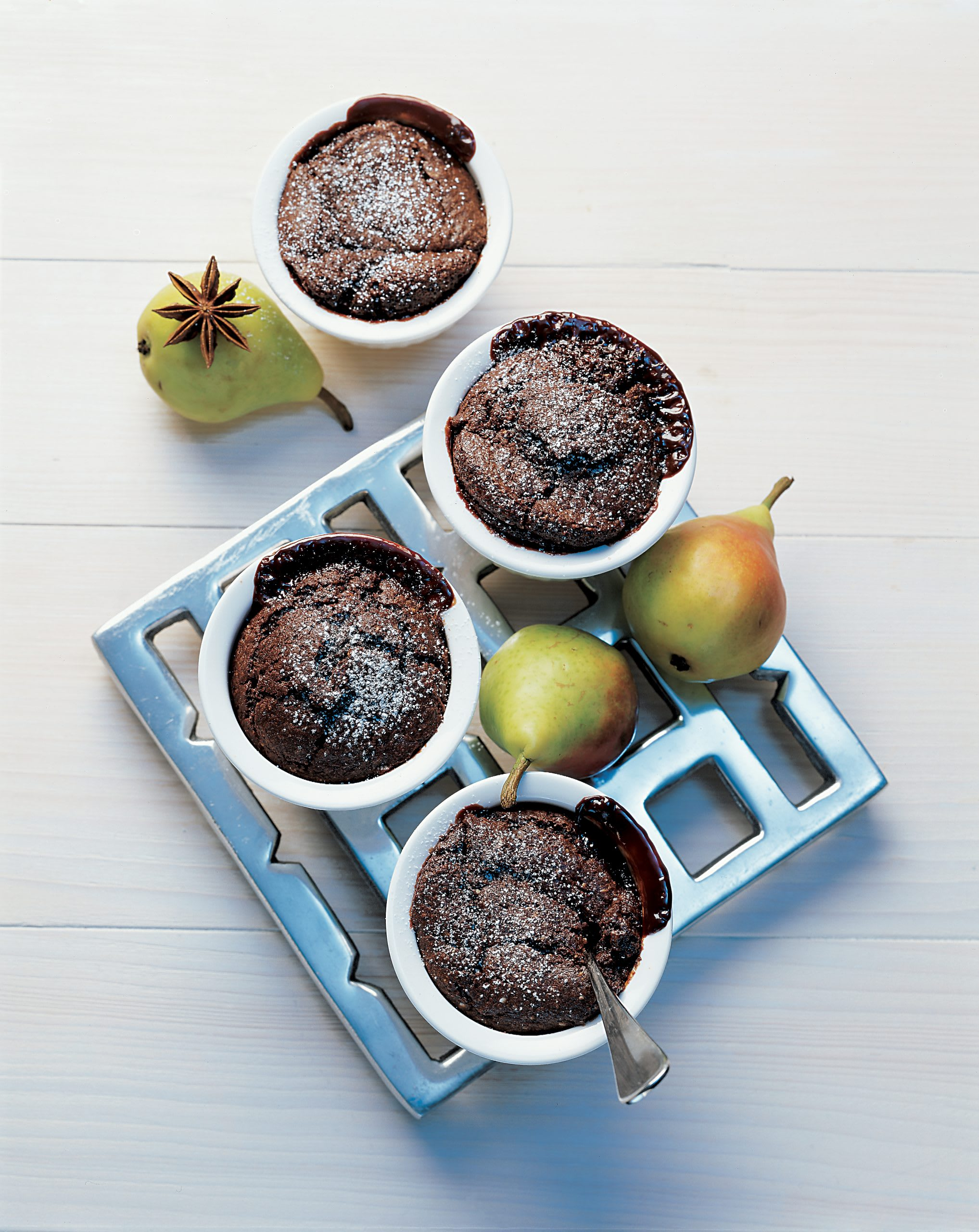 Soufflés au chocolat et leur compote de poires à l'anis