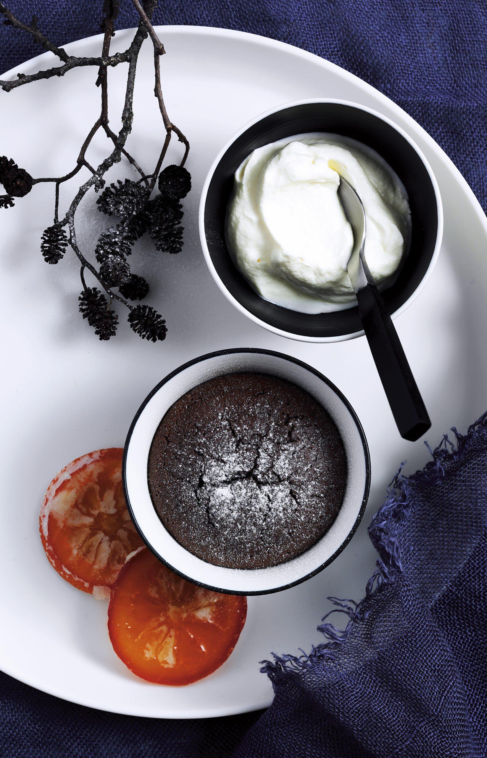 Gâteaux au chocolat et crème à l'orange