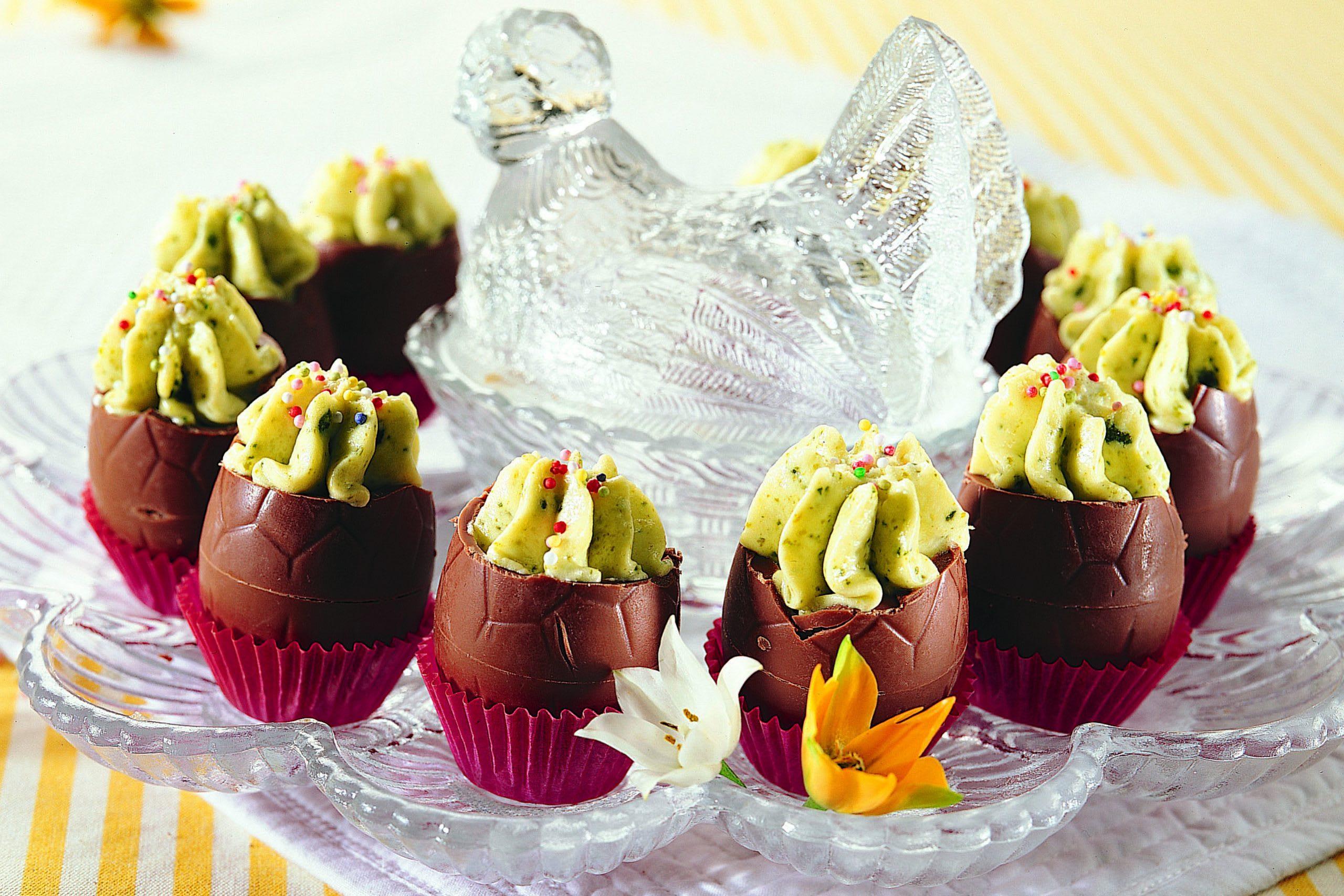Schokoladen-Eier mit Pistazien-Mousse