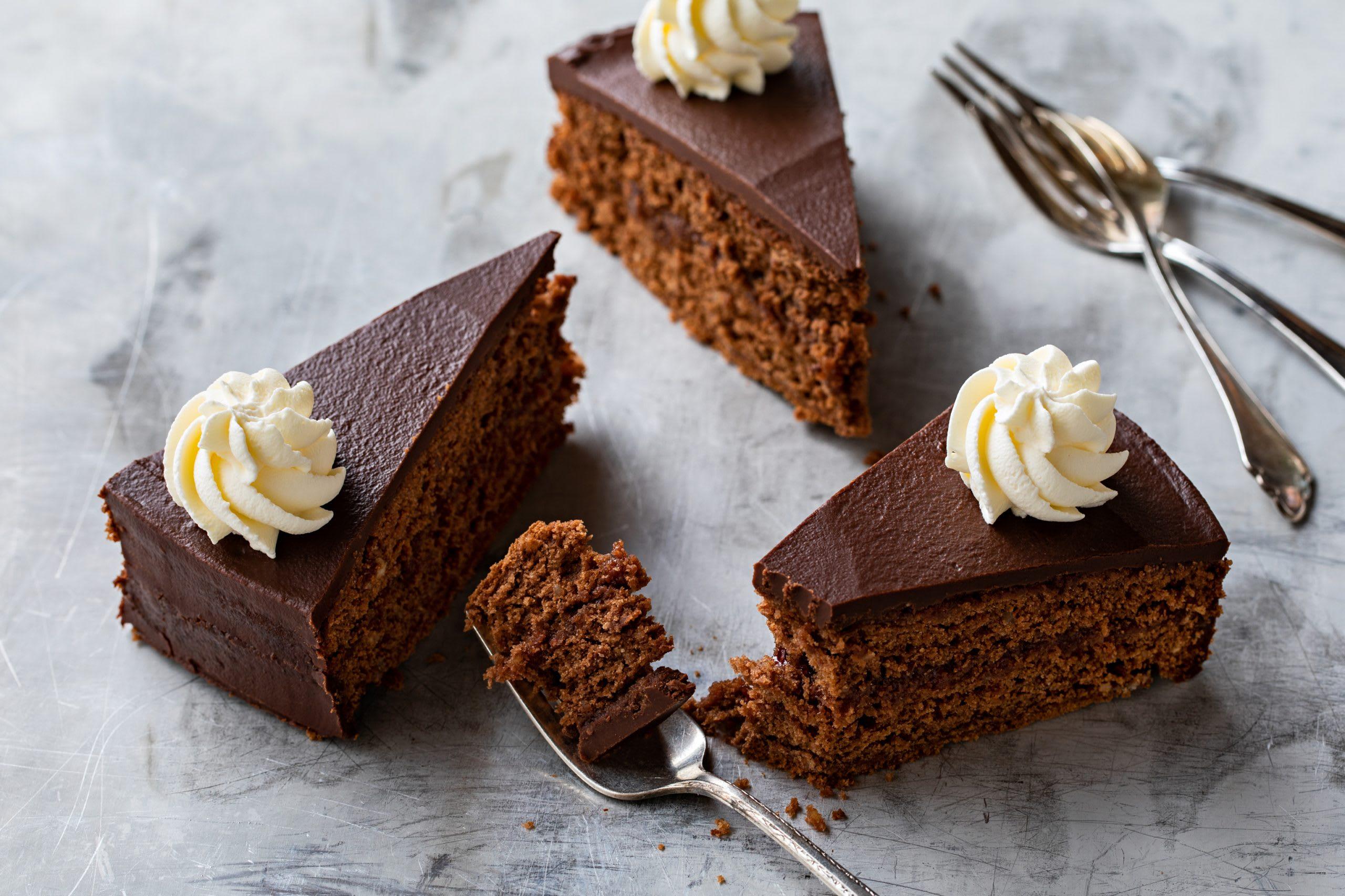 Schokoladenkuchen mit Füllung