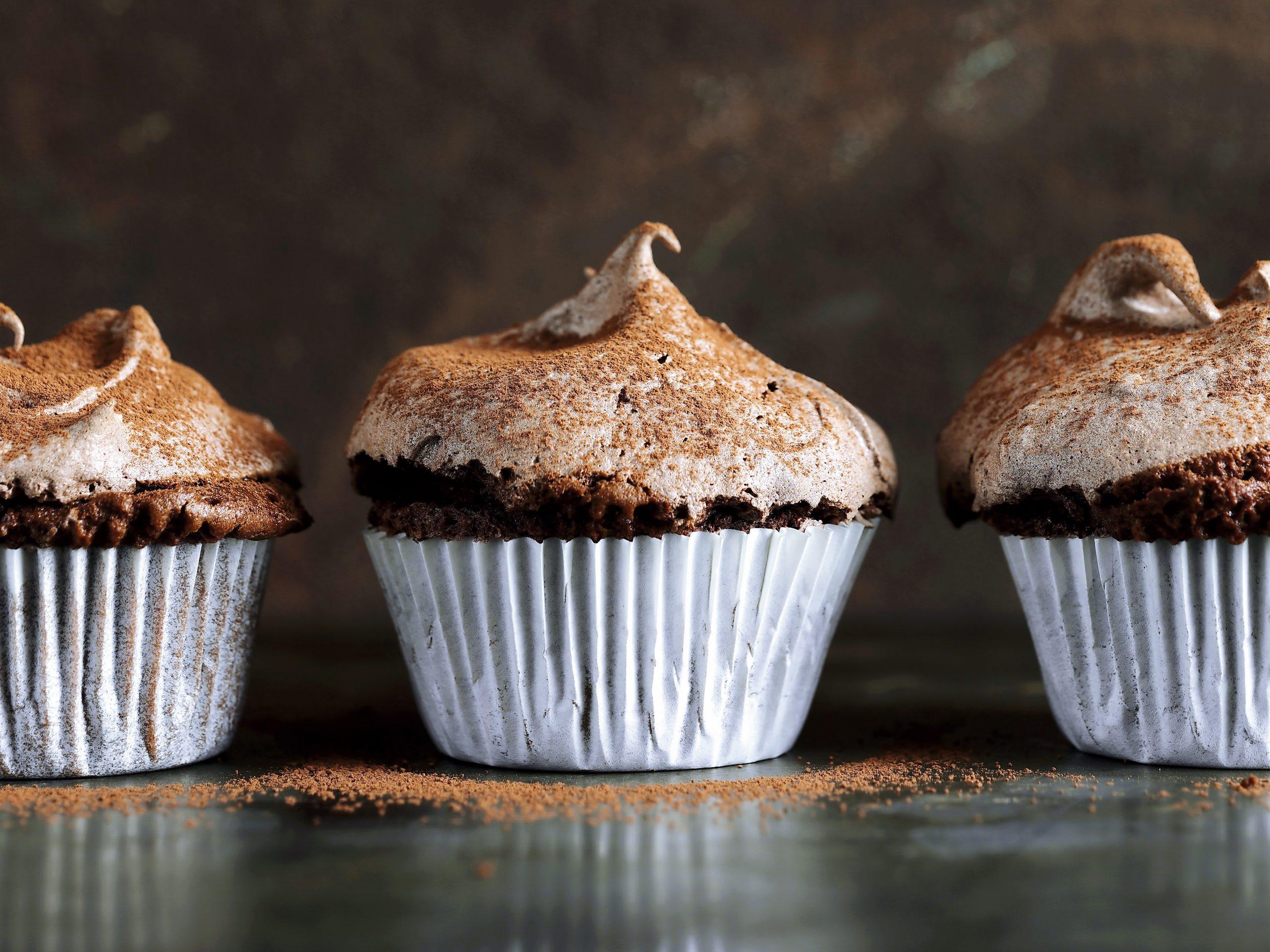 Muffins au chocolat meringués