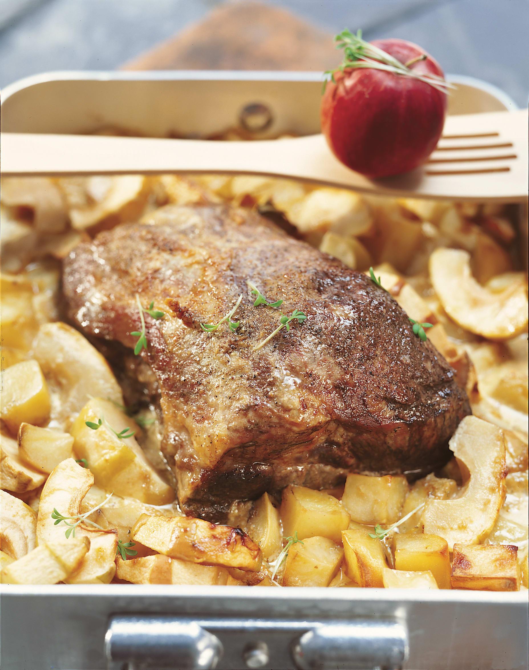 Schweinsbraten mit Kartoffel-Apfelkompott