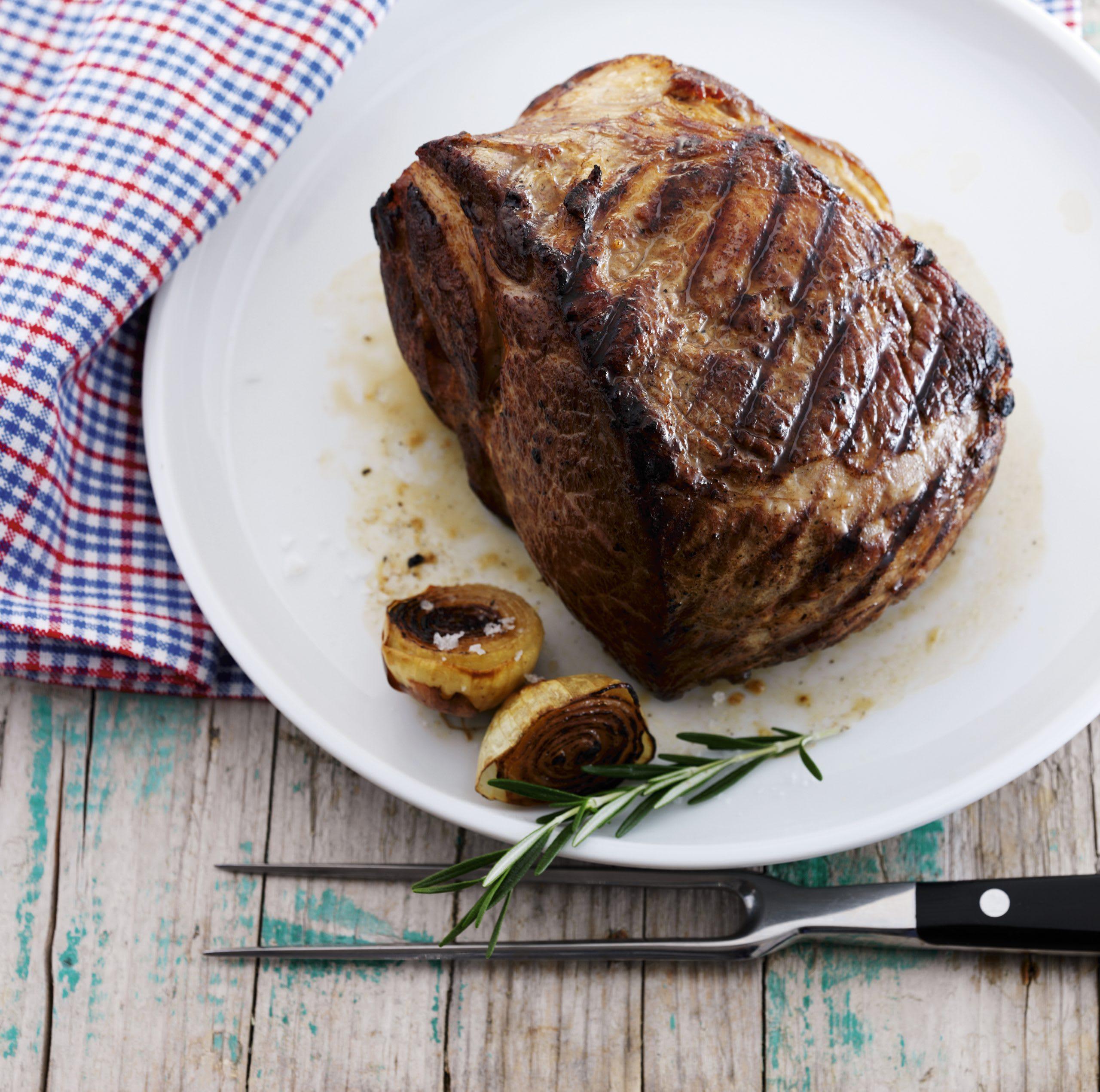 Schweinsbraten vom Grill mit Honig-Senf-Marinade