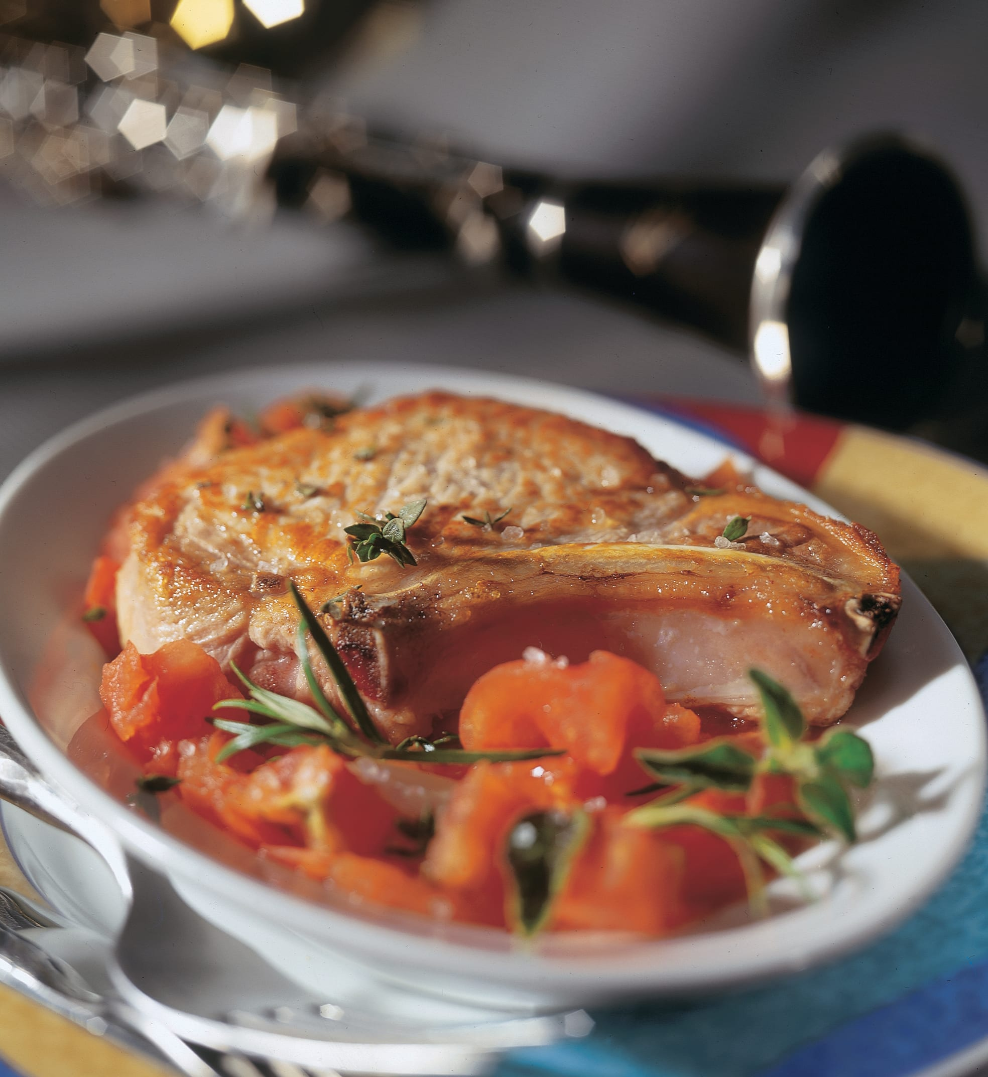 Côtelettes de porc aux herbes et tomates à la provençale